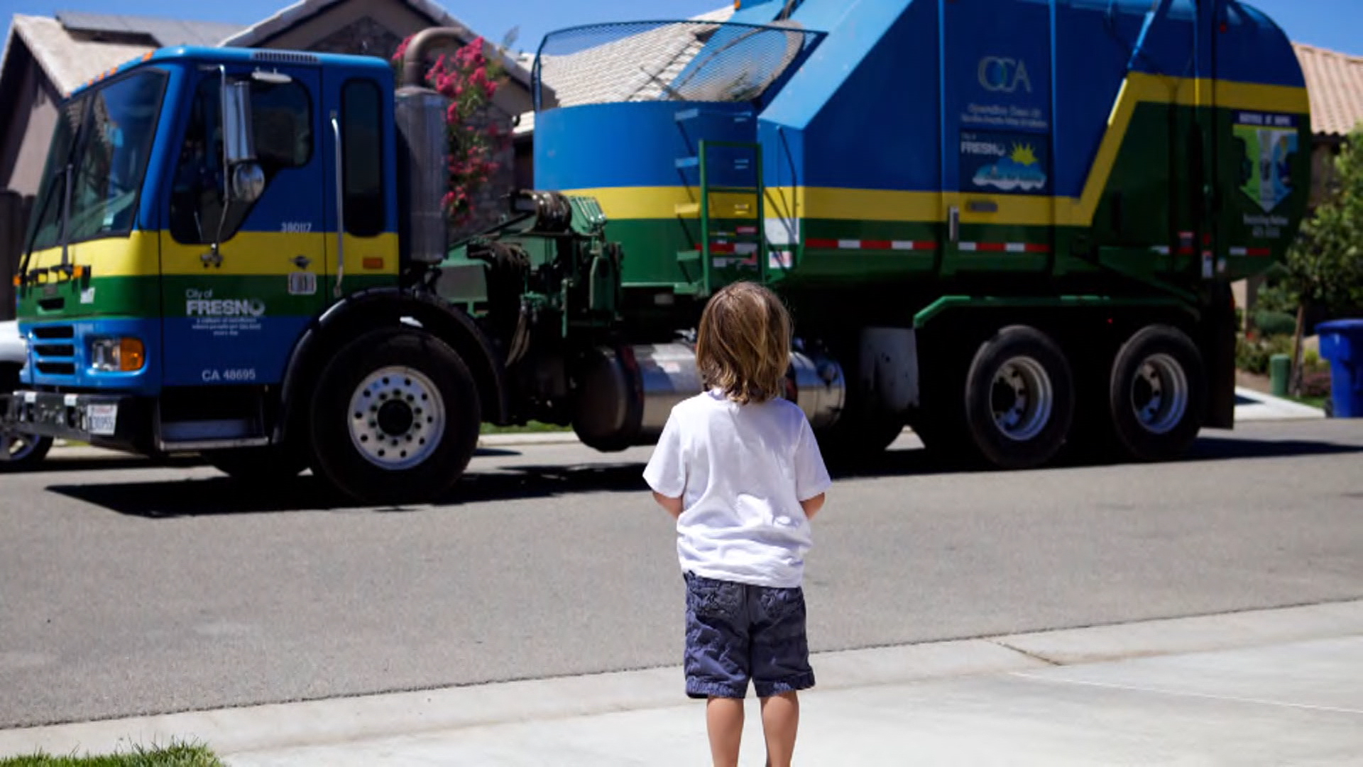 Greyson Speaks Delighted By A Garbage Truck