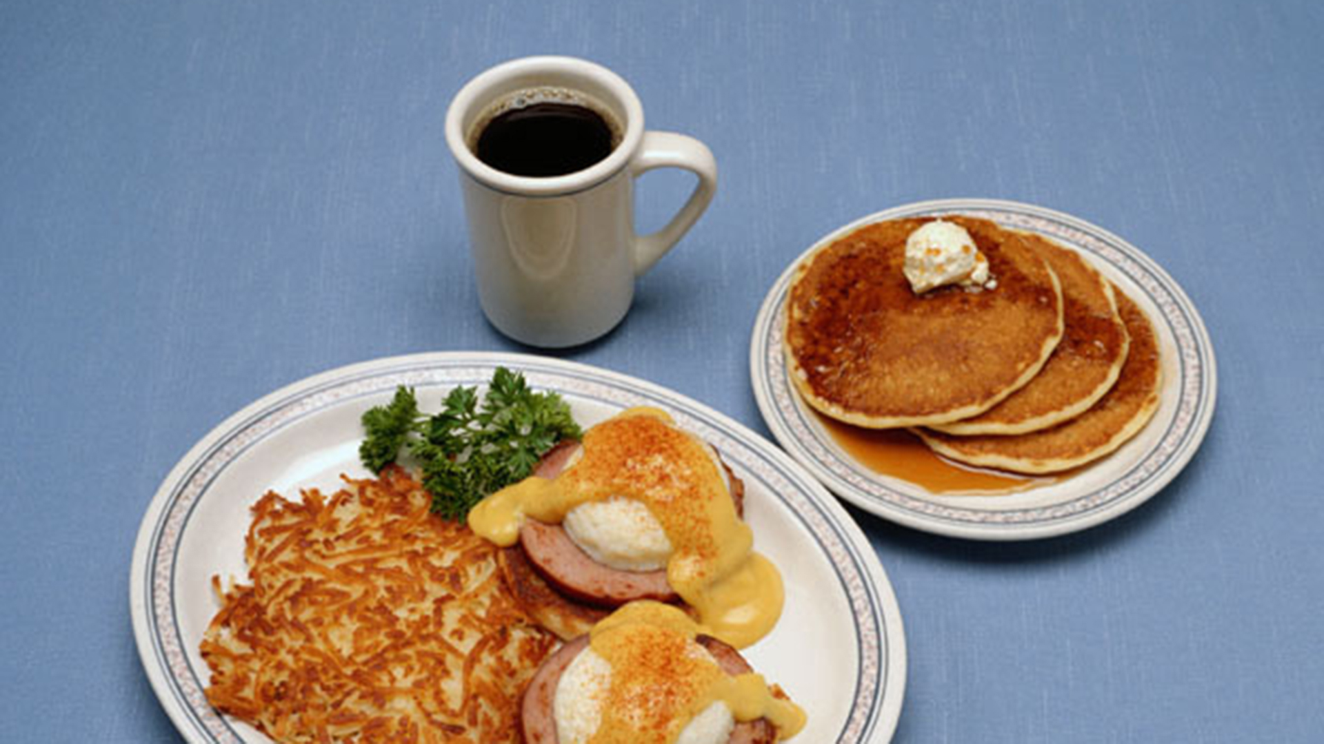Fd004001 Pancacke Syrup Er Eggs Benedict Hollandaise Hash Browns Potatoes Coffee Breakfast Food Meal Eat Consume Photodisc Stock Photo