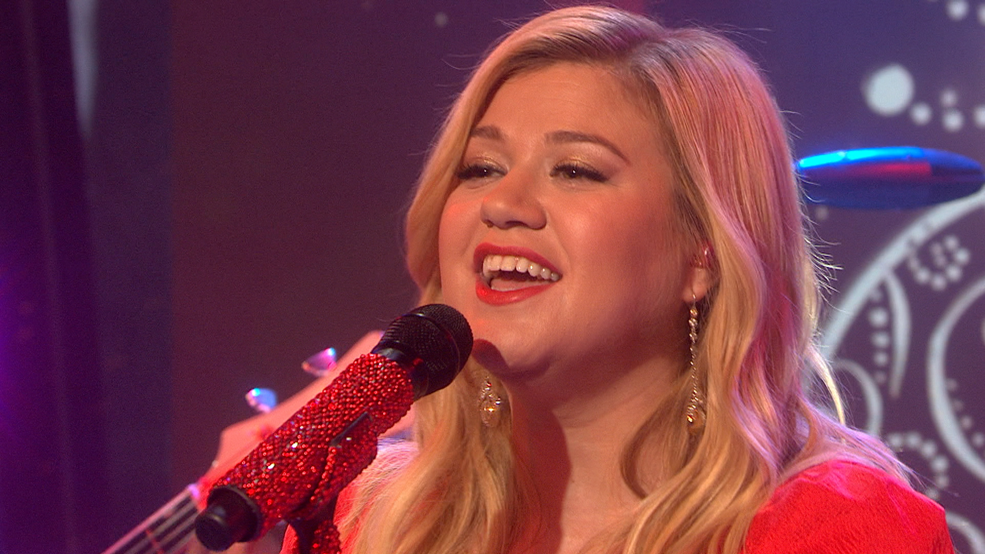 Kelly Clarkson still singing despite \'all day and all night\' morning ...