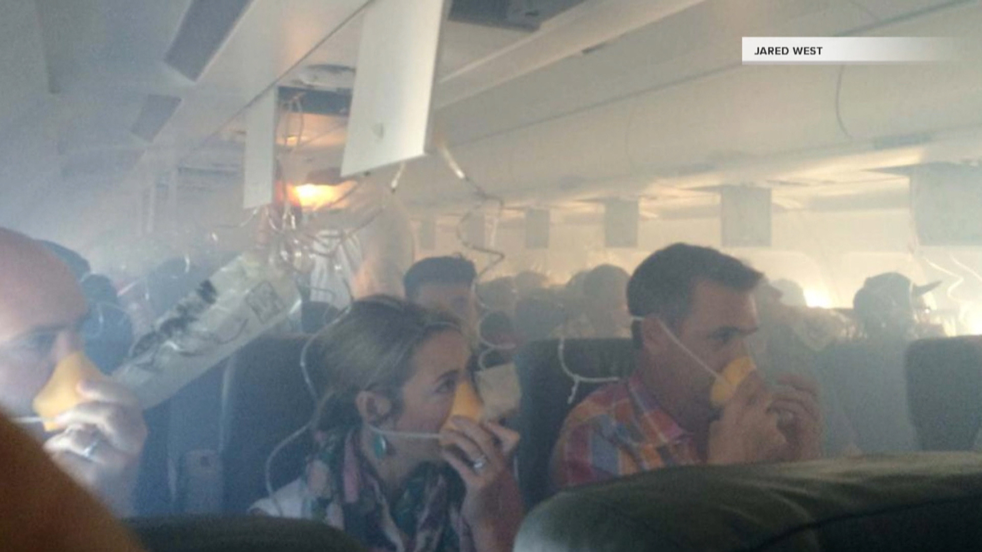 american airlines plane cabin walls crack loose on flight - 992×744