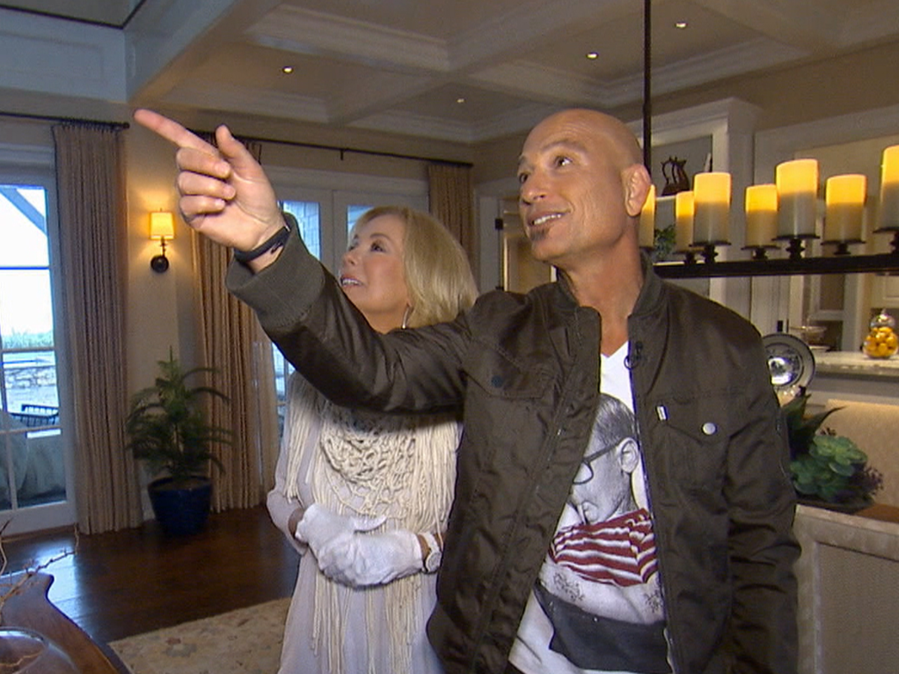 Take a tour of howie mandel s beach home for Howie at home