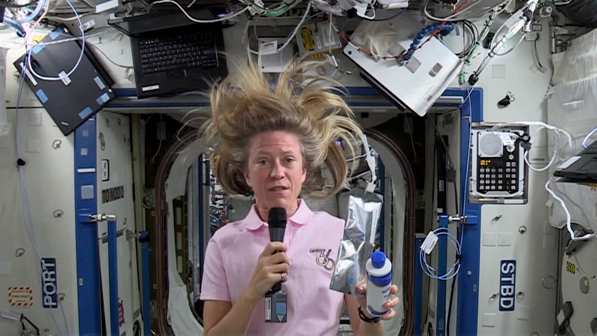 astronaut shampoos hair in space - photo #20