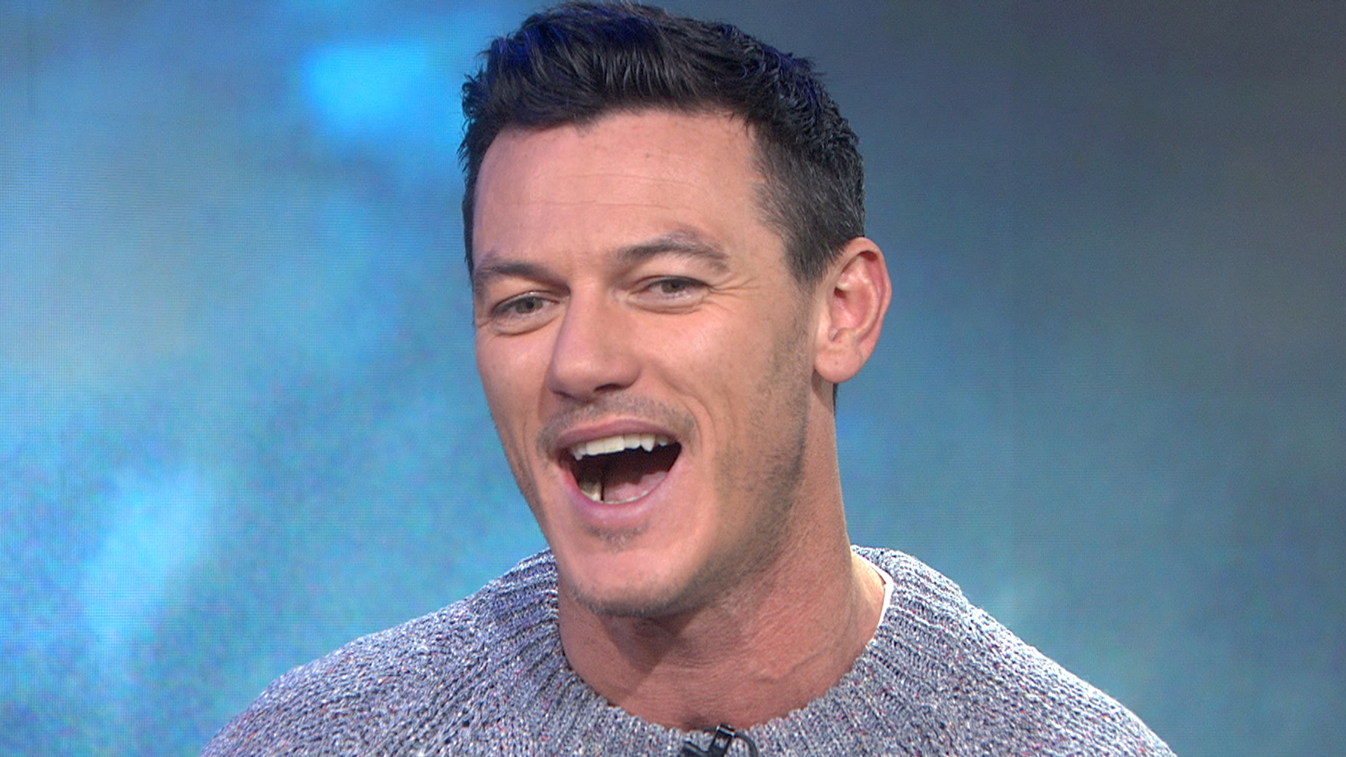 Luke Evans: Hair extensions to play Dracula were 'hell ...