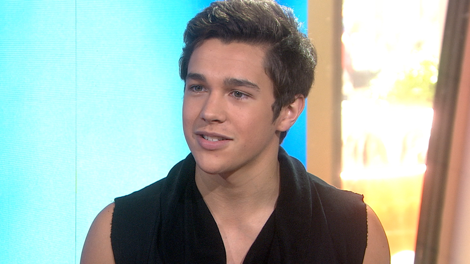Austin Mahone Shows KLG And Hoda His Abs