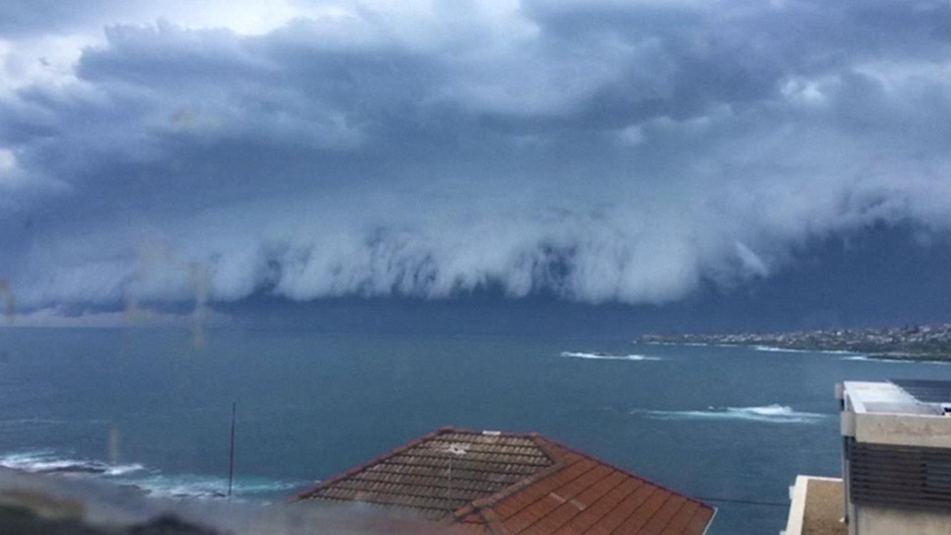 Spectacular Storm Cloud Sweeps Over Sydney Australia