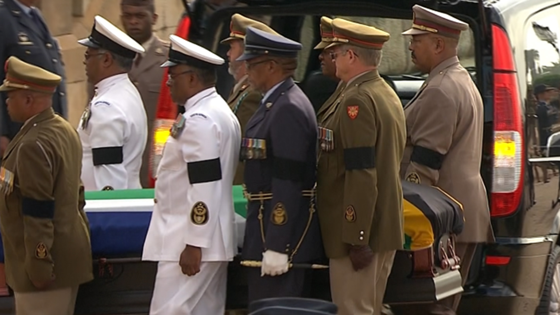 World leaders, South Africans line up to bid farewell to Mandela