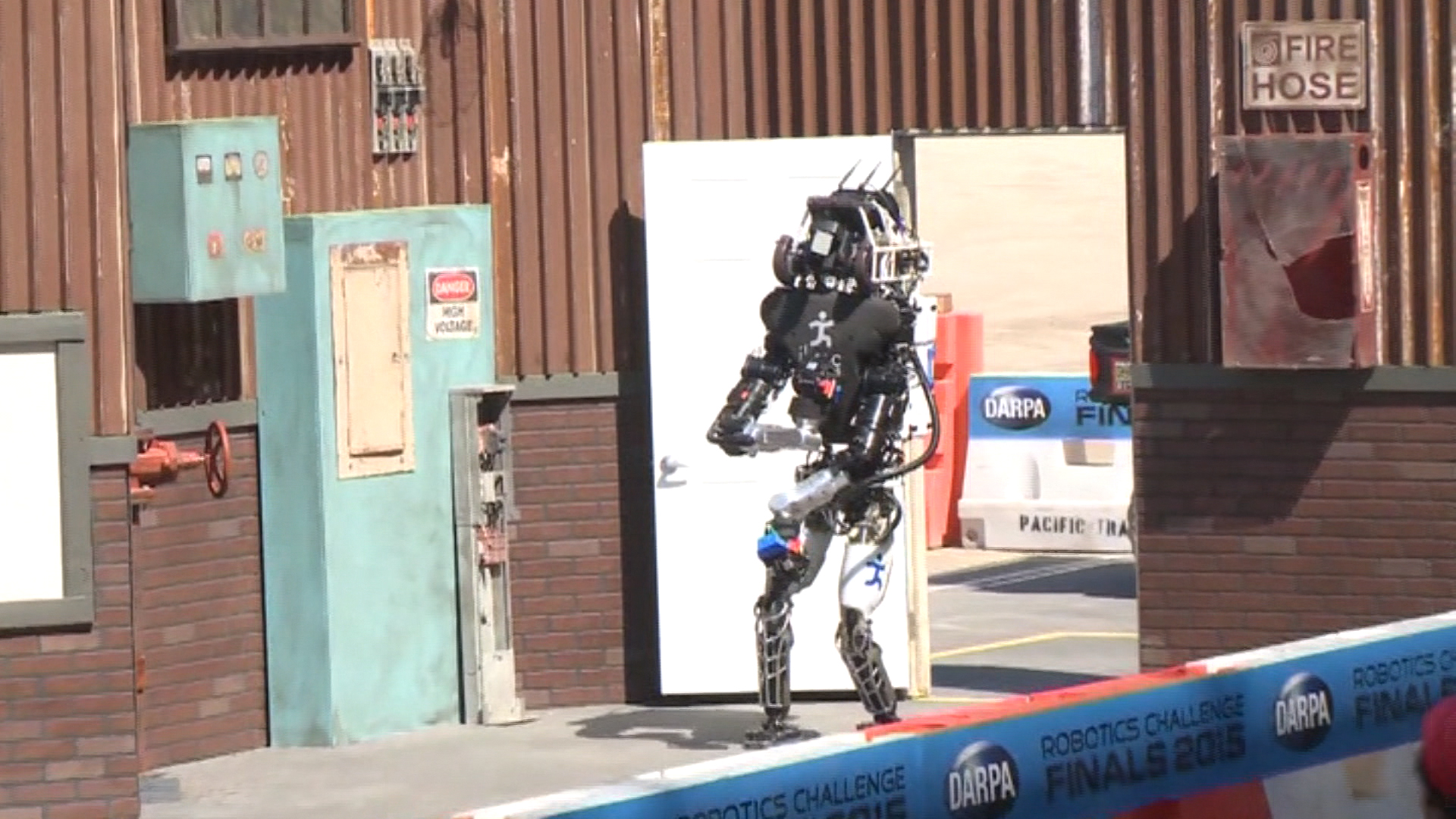Musk, Wozniak Join Top AI Researchers in Call for Ban on Killer Robots