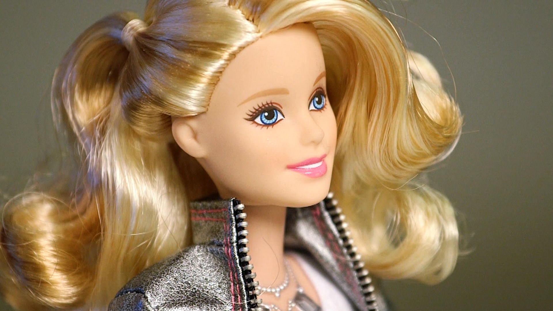 Cool or creepy? High-tech 'Hello Barbie' has conversations ...