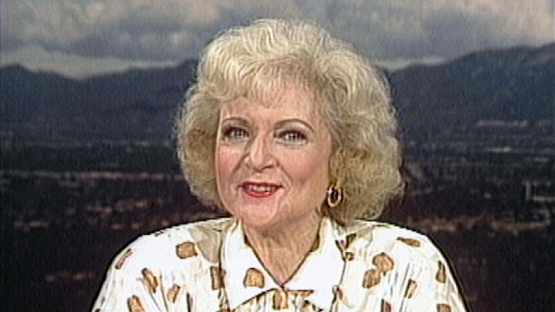 Flashback Watch Betty White Talk 39 The Golden Girls 39 In