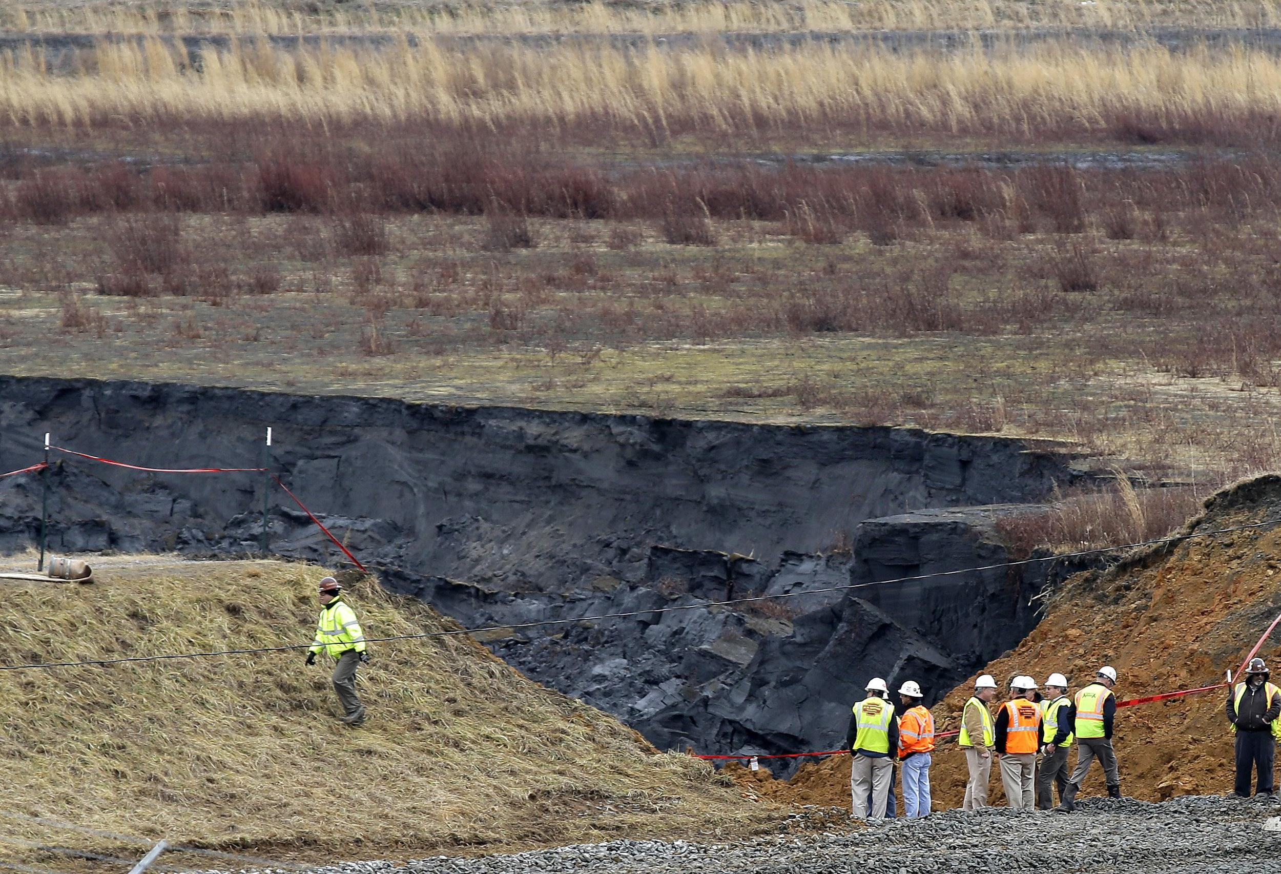 Image: Duke Energy engineers and contractors survey the site of a coal ash spill at the Dan River Power Plant
