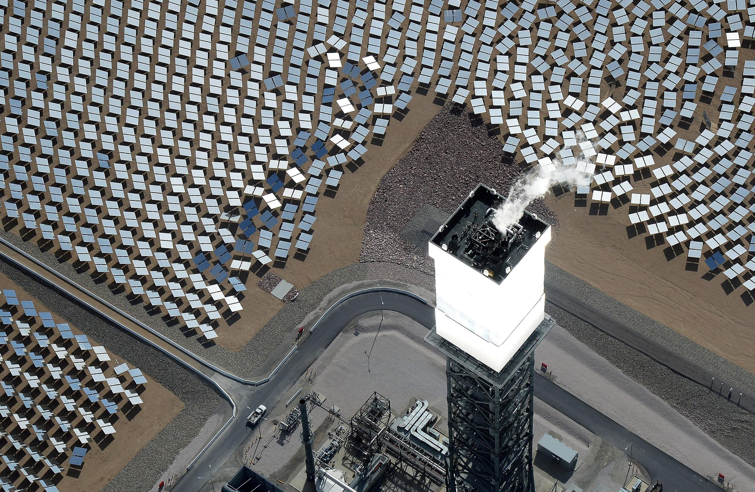 Image: Massive Solar Electricity Plant Provides Power To California Homes
