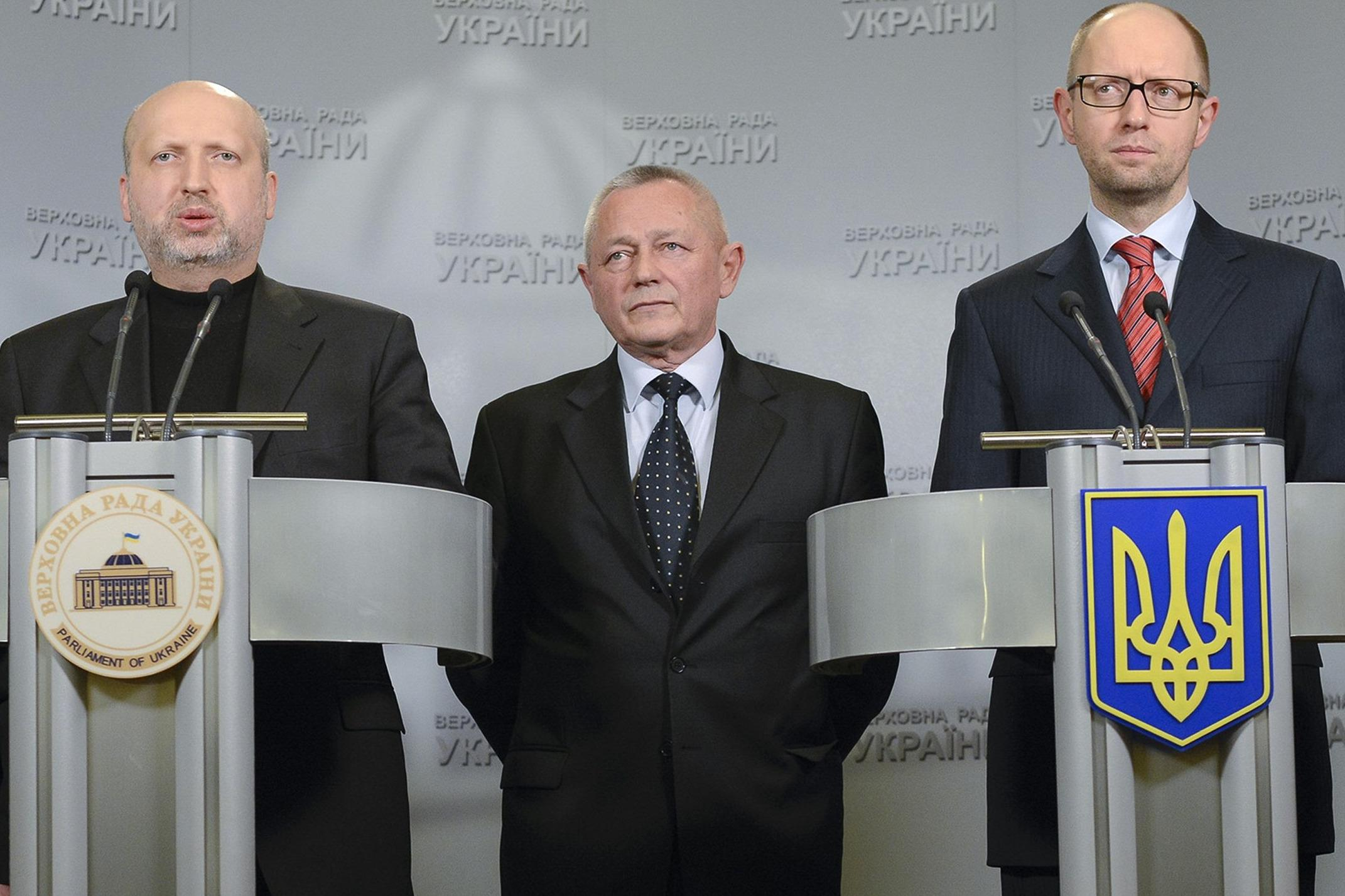 Image: Ukraine's Acting President Oleksander Turchinov, Prime Minister Arseny Yatseniuk and Defense Minister Ihor Tenyukh address journalists in Kiev