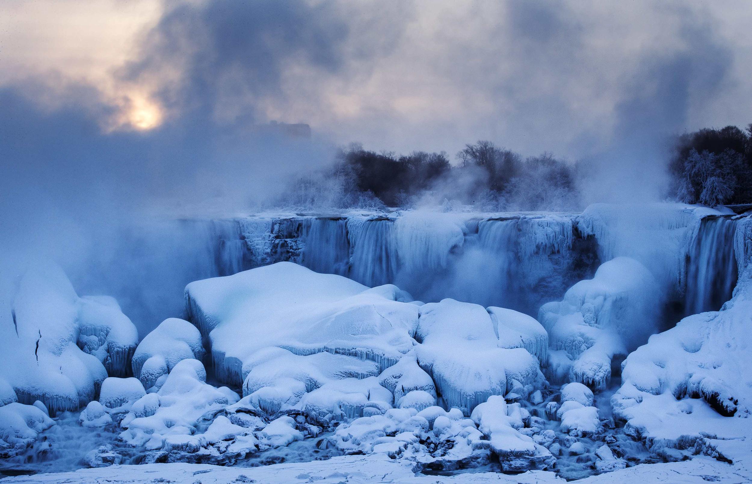 Niagara Falls Stuns in Sub-Freezing Temps - NBC News