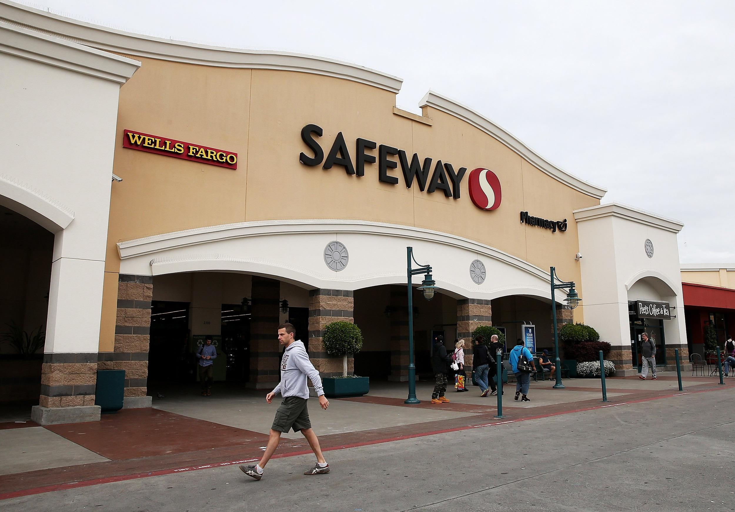 Private equity firm Cerberus agreed to buy Safeway.