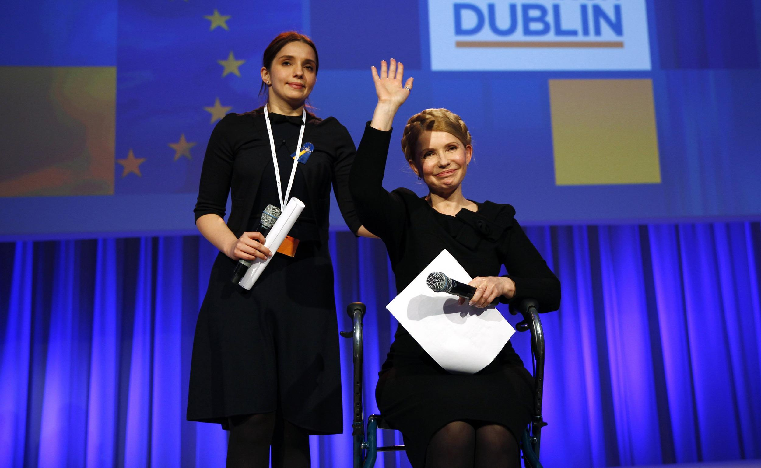 Image: Ukrainian opposition politician Tymoshenko acknowledges applause in Dublin