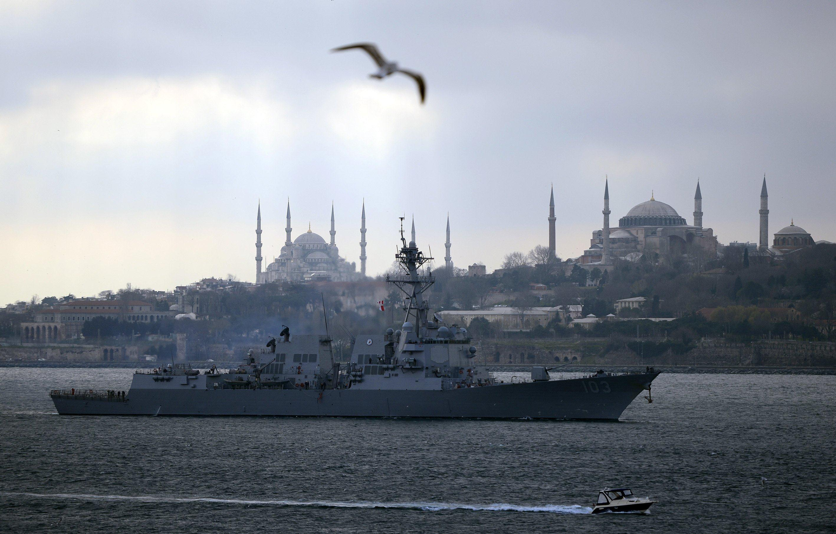 Image: The U.S.S. Truxtun destroyer passes the Istanbul Bosphorus