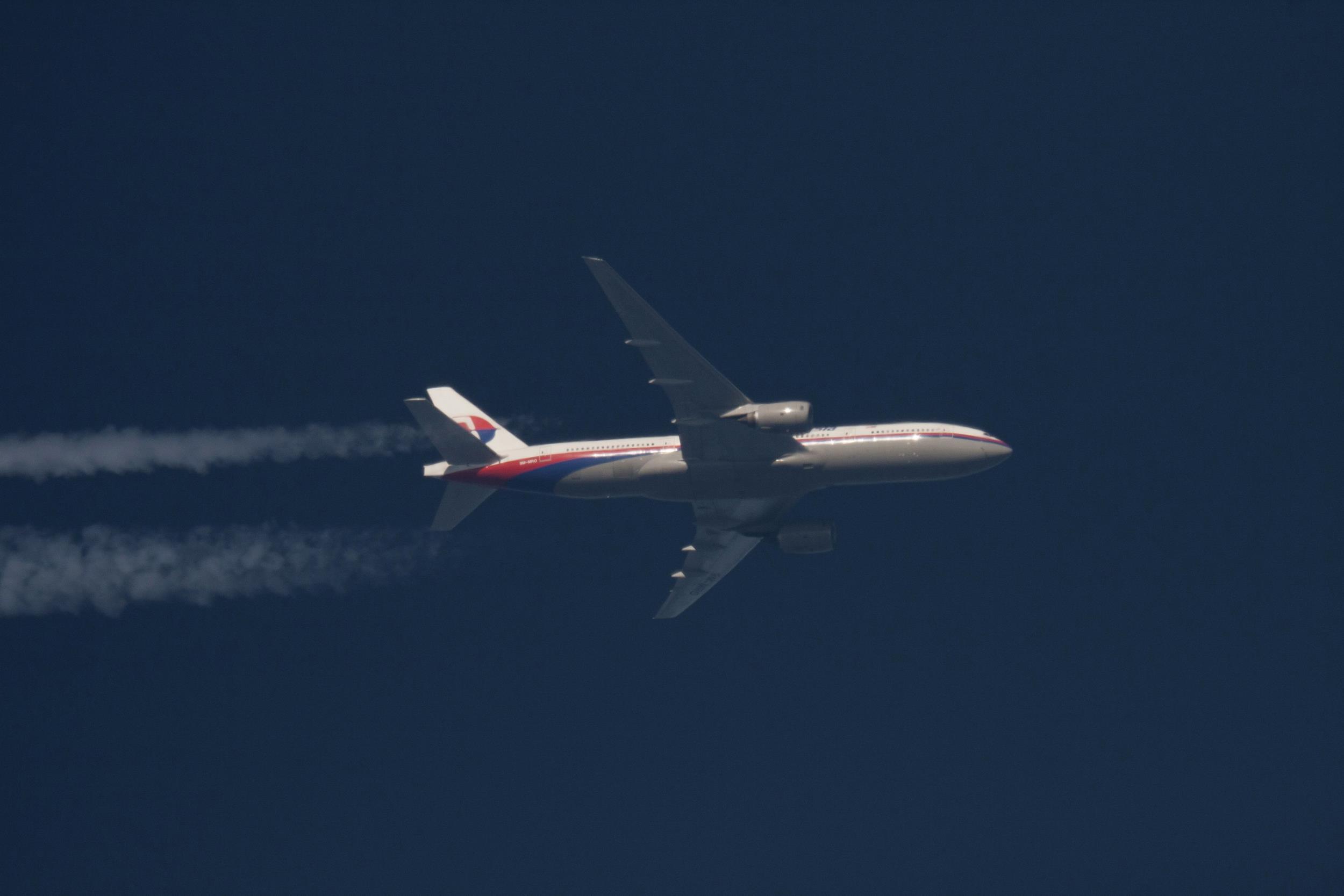 [Image: 140314-malaysia-lead-plane-6a_dd2c5f25ba...1b7874.jpg]