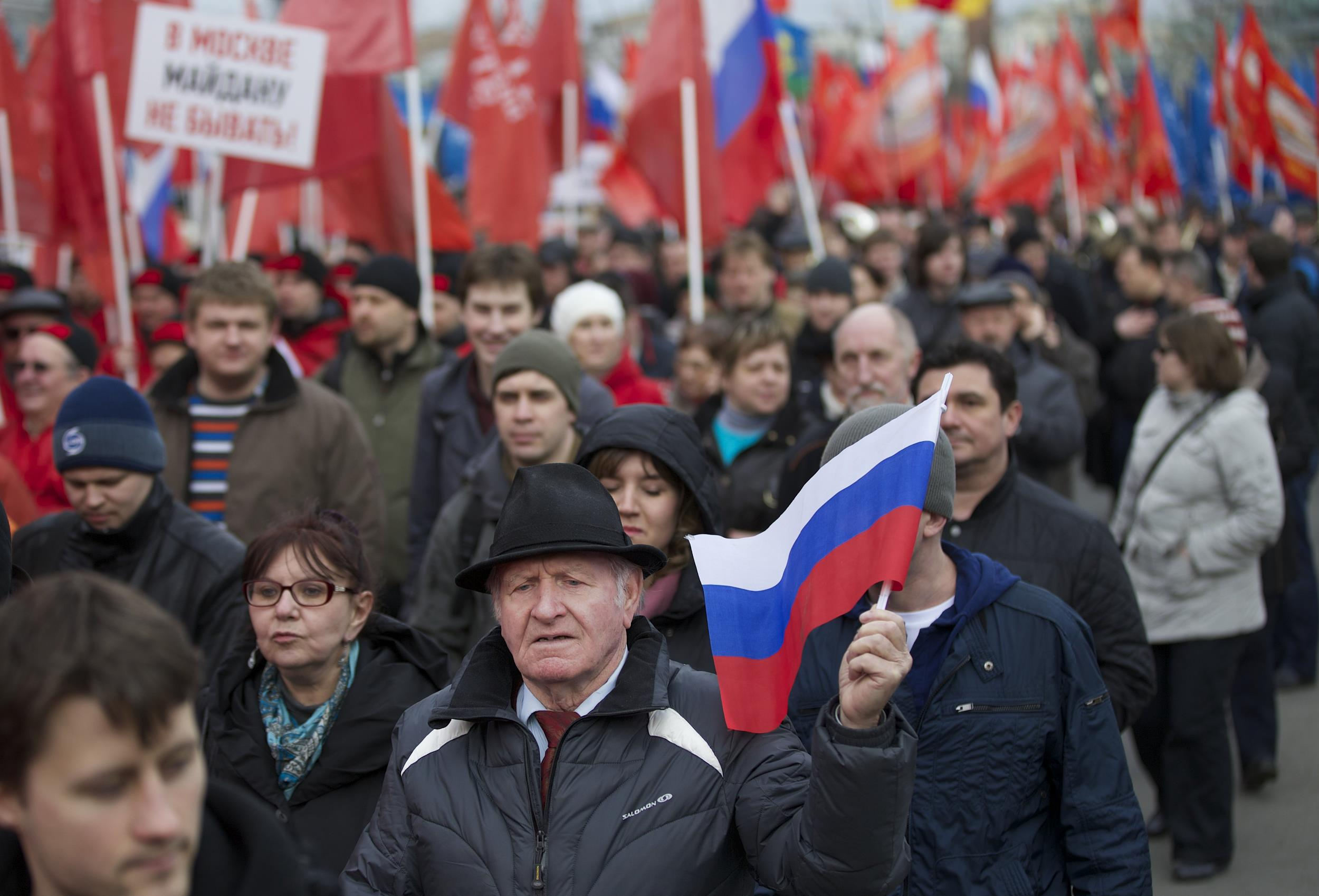 Image: Demonstrators march in support of Kremlin-backed plans for the Ukrainian province of Crimea to break away and merge with Russia, in Moscow