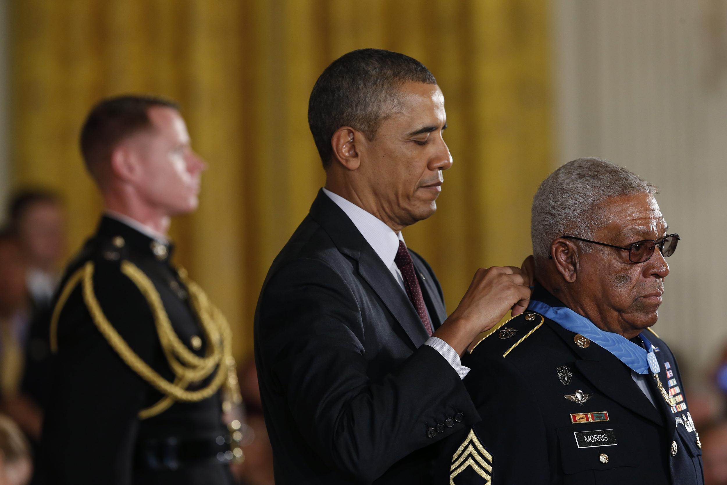 Image: U.S. Army Staff Sgt. (Ret.) Melvin Morris (R), a Vietnam War veteran, receives the Medal of Honor from U.S. President Barack Obama
