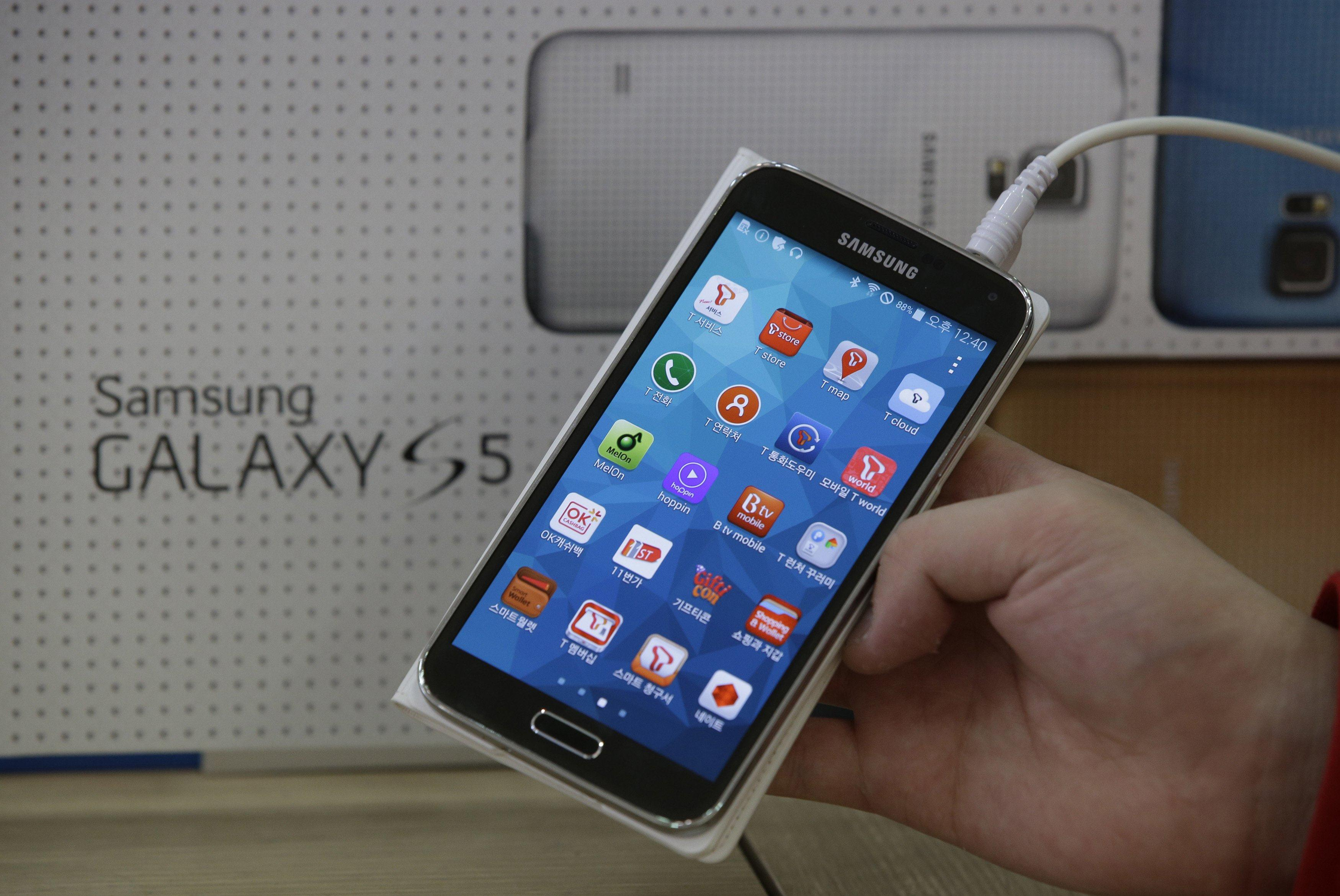 samsung adds anti theft features to galaxy s5 smartphones. Black Bedroom Furniture Sets. Home Design Ideas