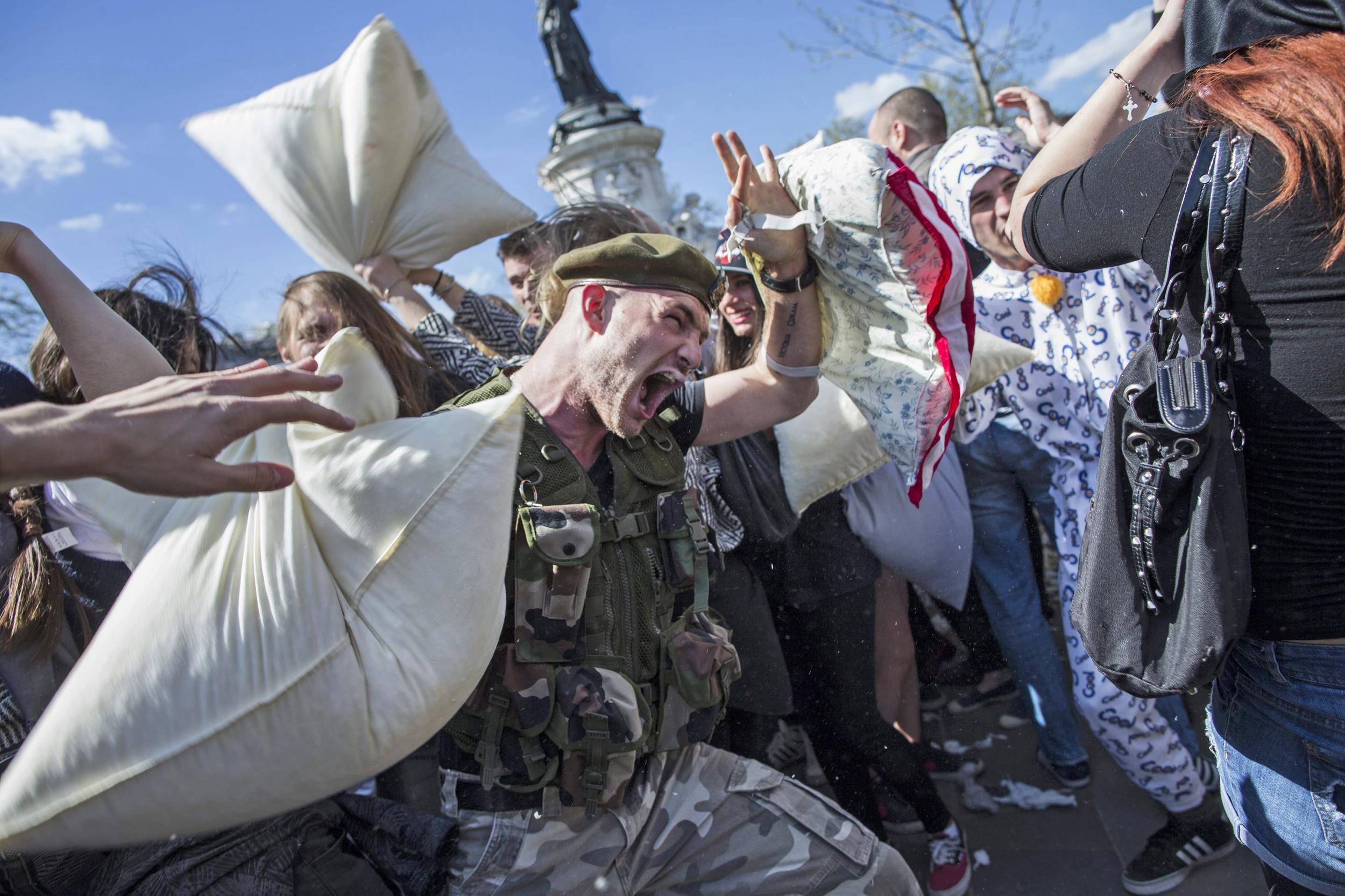 Image: International Paris Pillow Fight Day 2104