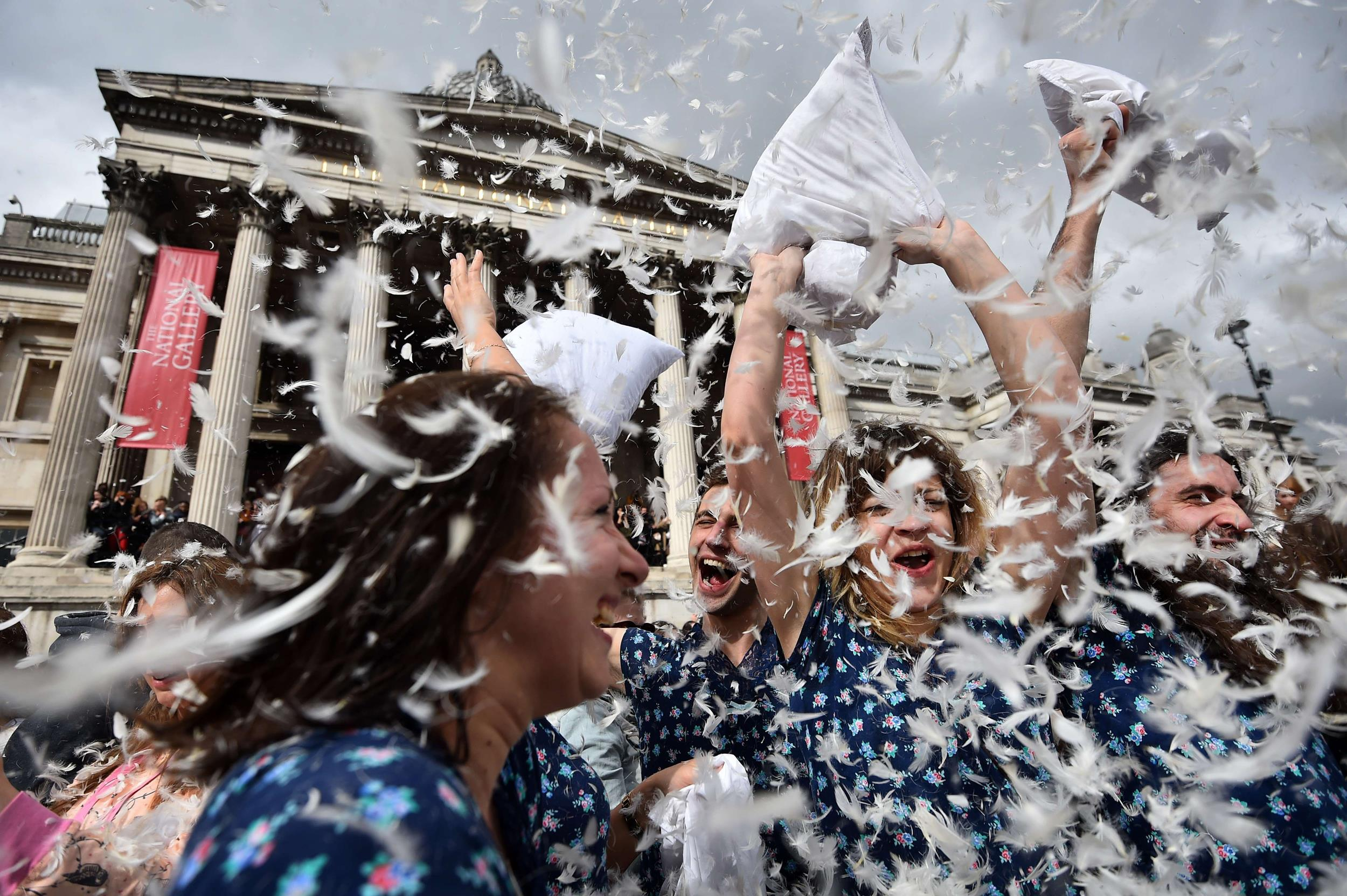 Image: TOPSHOTS-BRITAIN-LIFESTYLE-OFFBEAT-PILLOW FIGHT