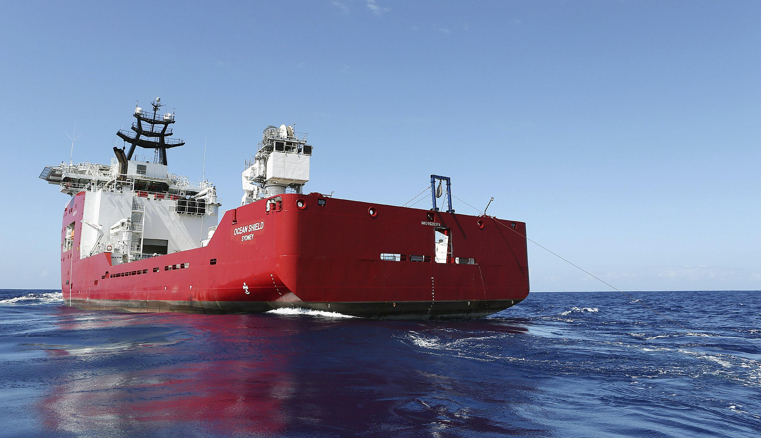 Image: The Australian Defense vessel Ocean Shield tows a pinger locator