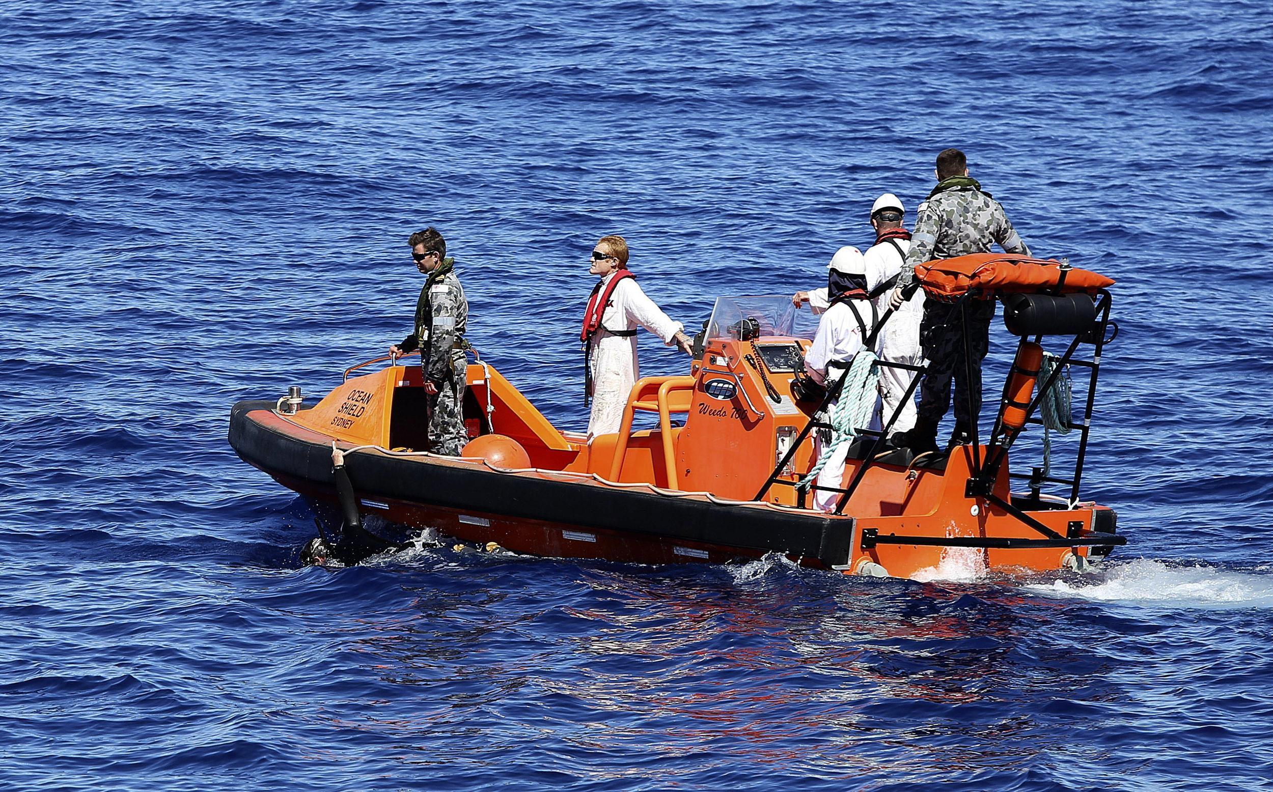 Image: A fast response craft manned by members from the Australian Defense's ship Ocean Shield