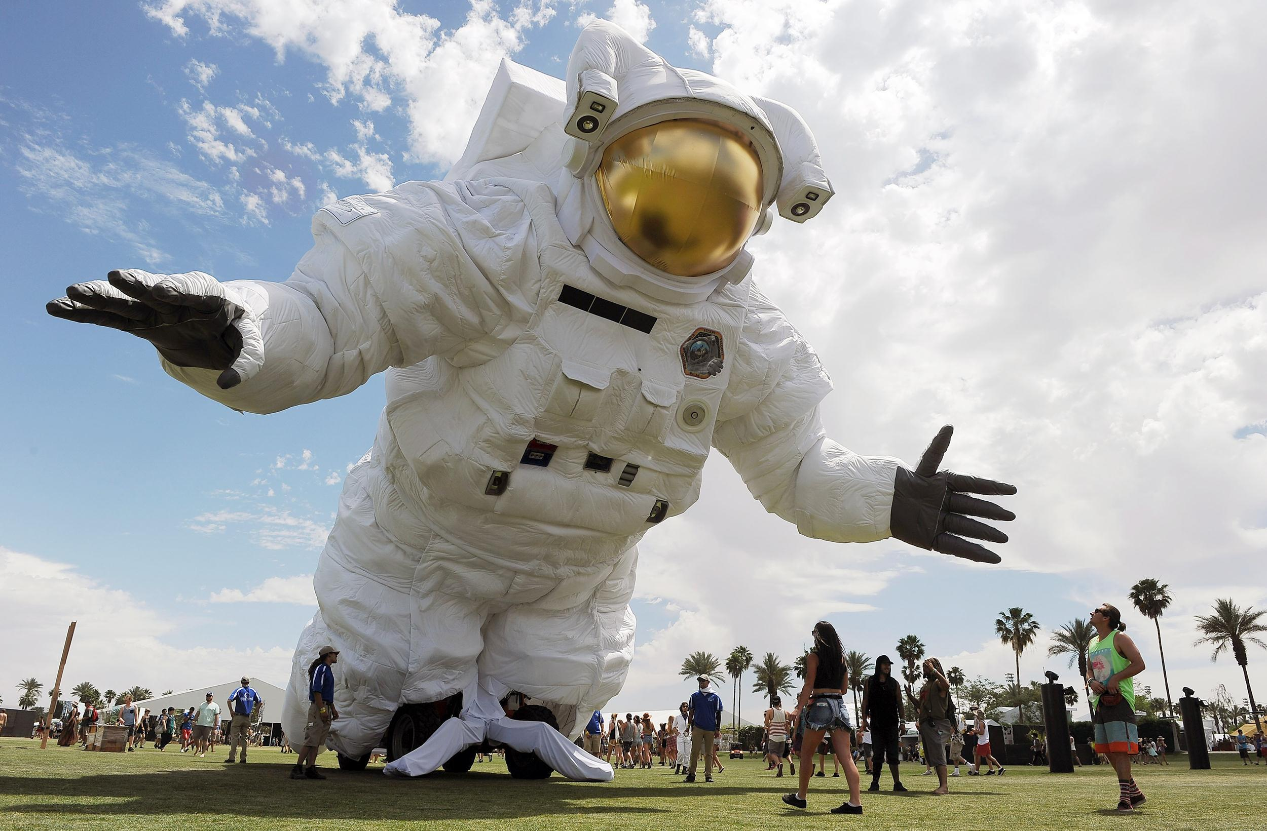 moving astronaut - photo #14