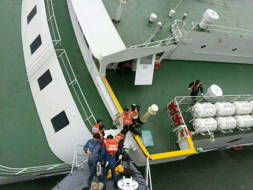 Image: Sunken ferry rescue operation