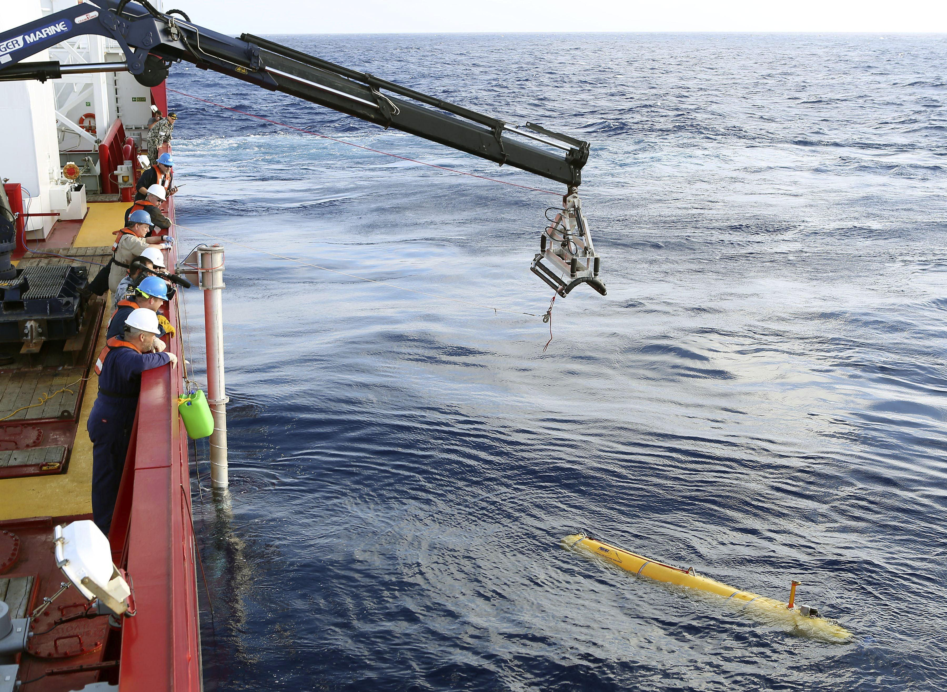 Image: An autonomous underwater vehicle is deployed from ADV Ocean Shield in the search of the missing Malaysia Airlines Flight 370