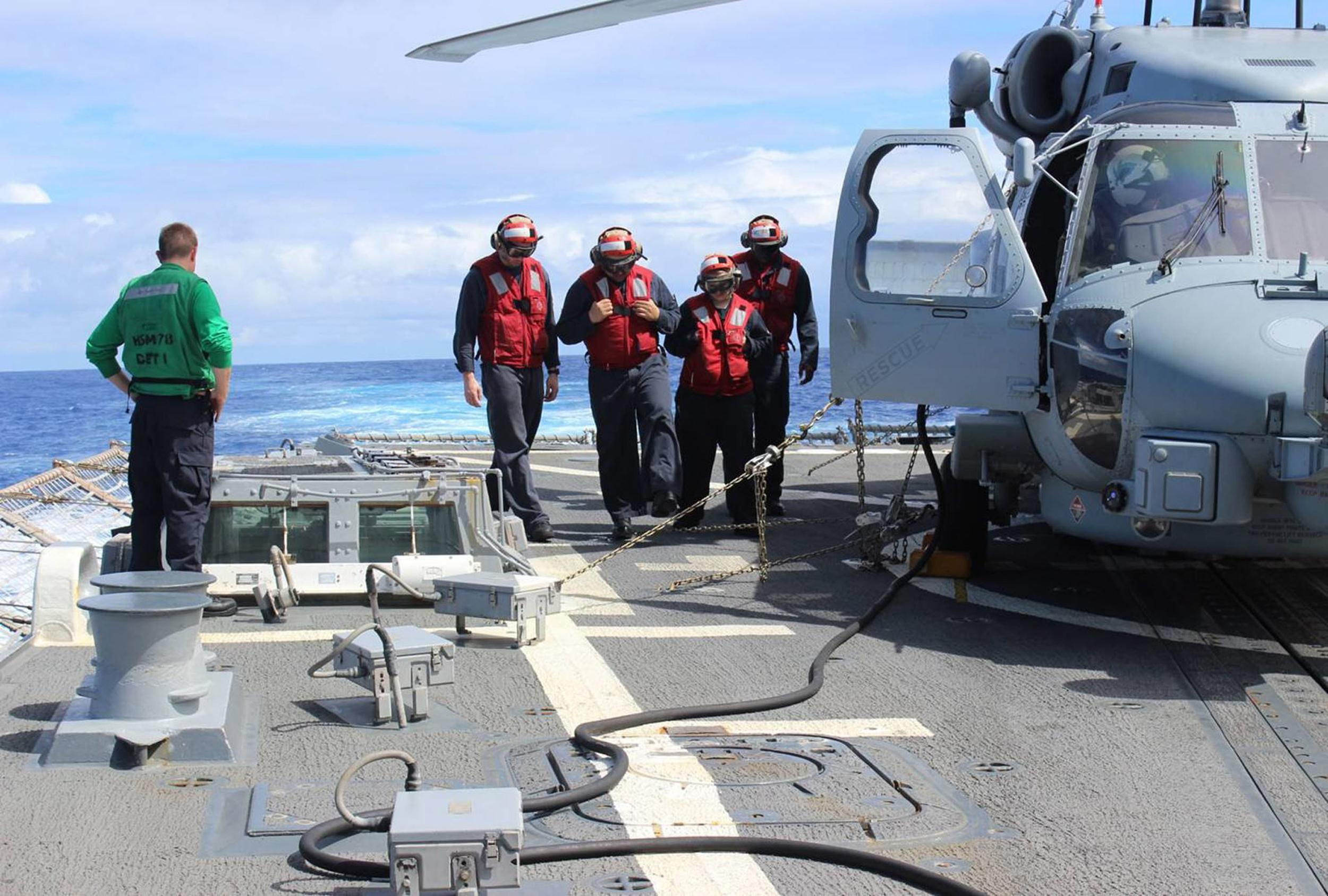Image: USS Kidd sailors expand roles for round-the-clock MH370 search