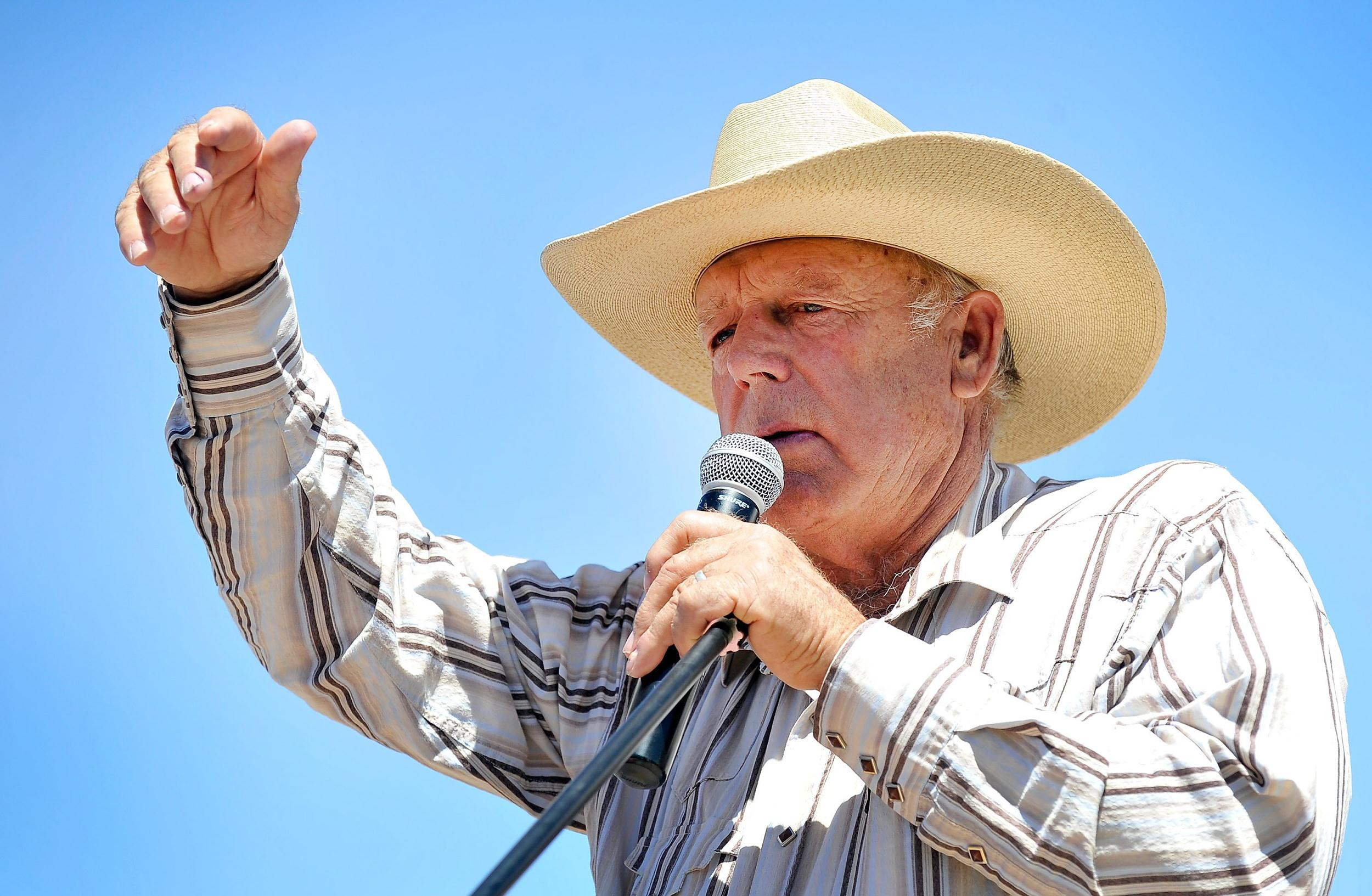 Image: Rancher Cliven Bundy speaks during a news conference near his ranch