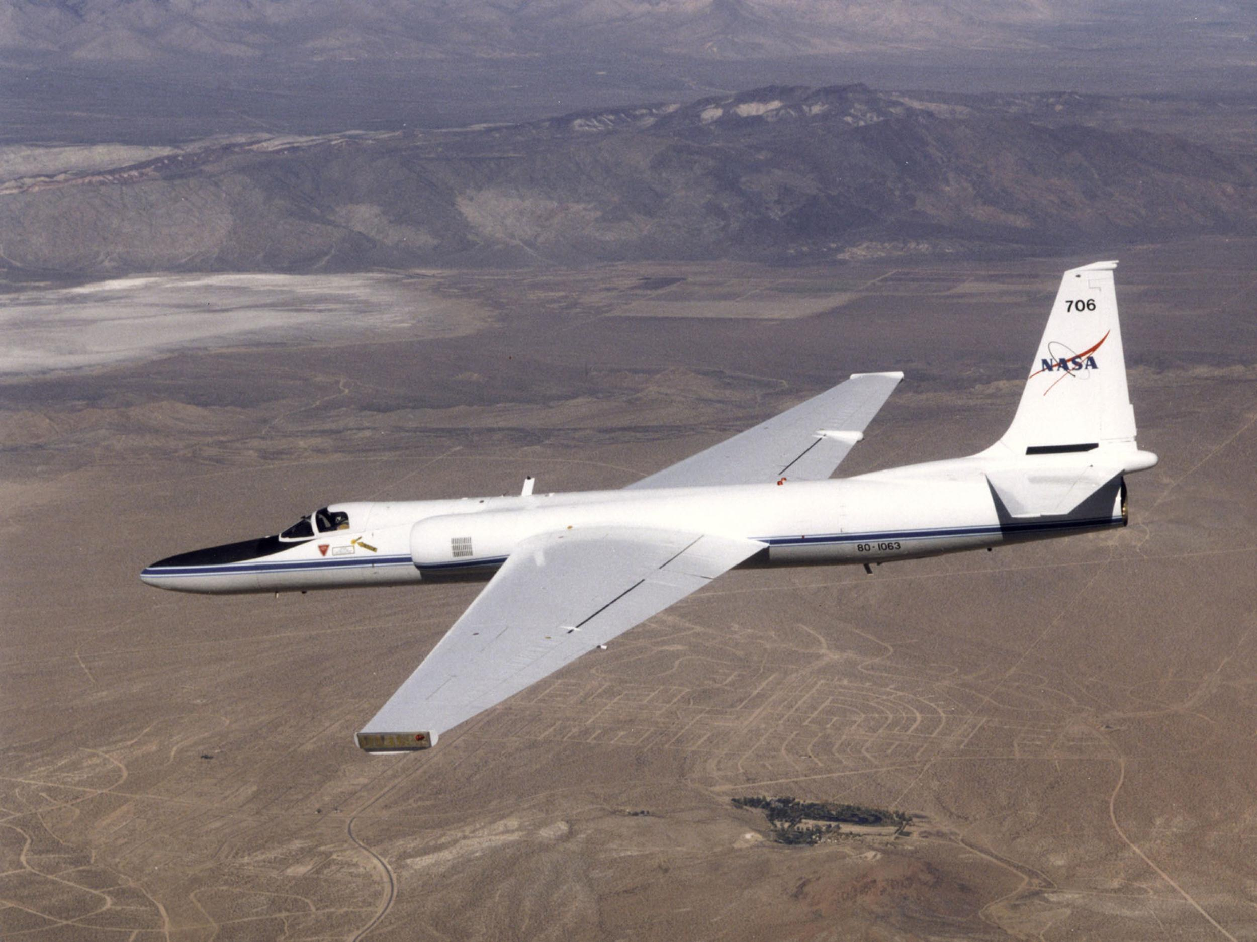 ER2 AIRCRAFT IN FLIGHT