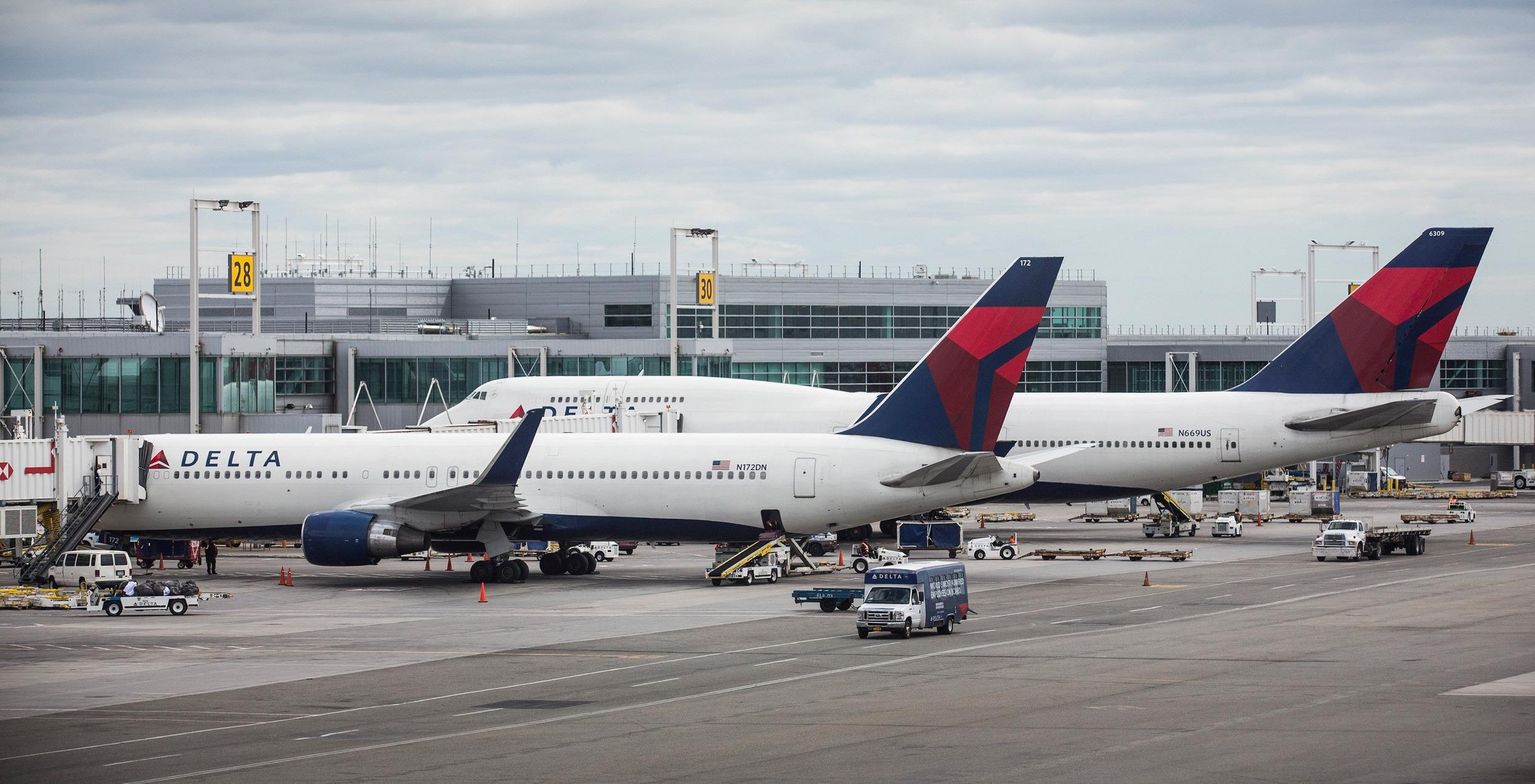 Image: Delta Air Lines again led the pack in bag fees, raising $833 million last year.
