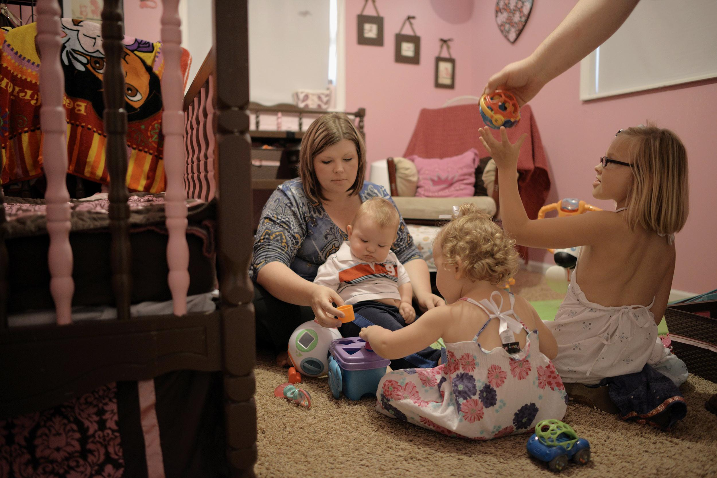 Image: Jenessa Moman plays with her children