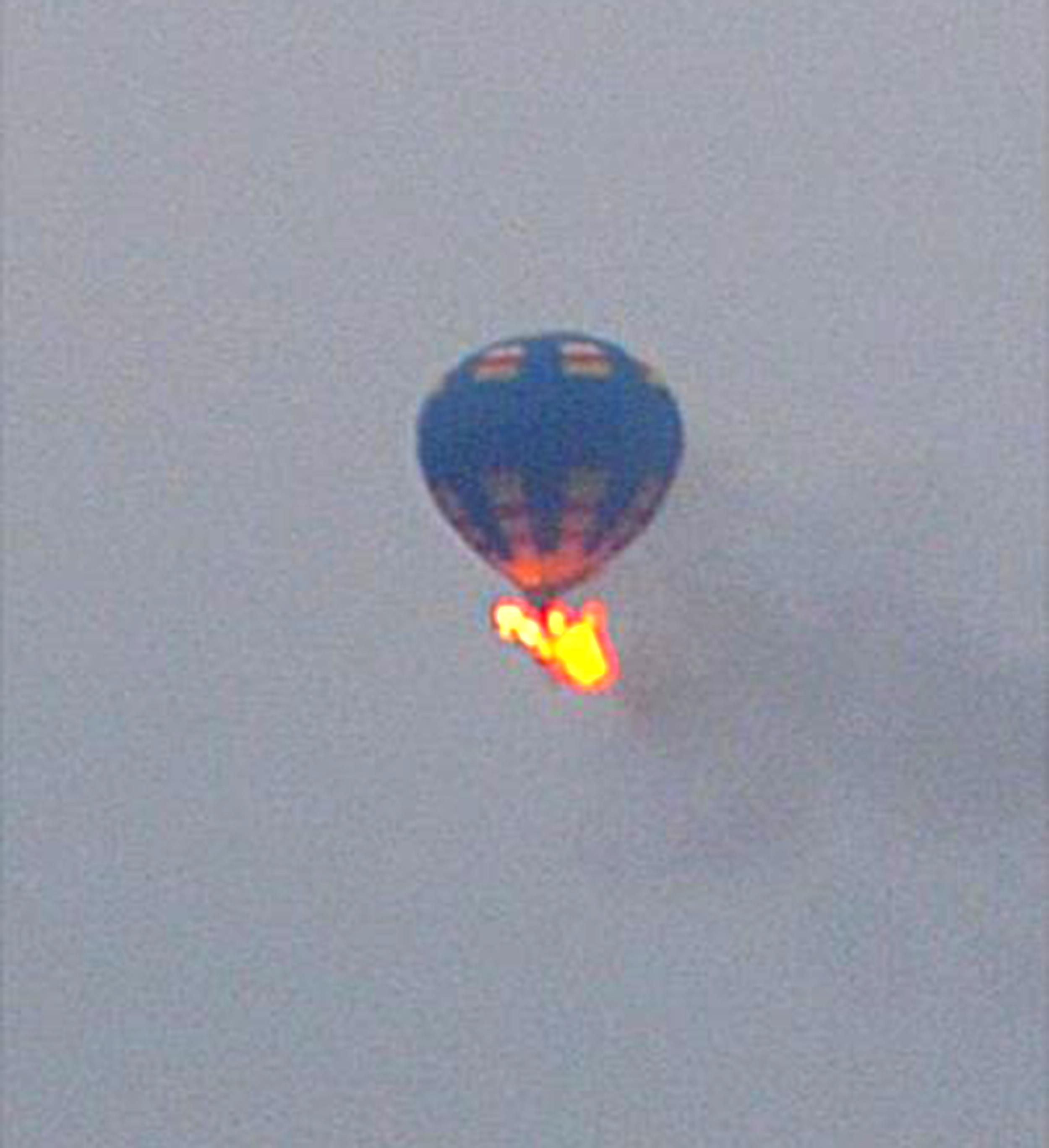 Image: A hot air balloon caught fire and crashed in Virginia
