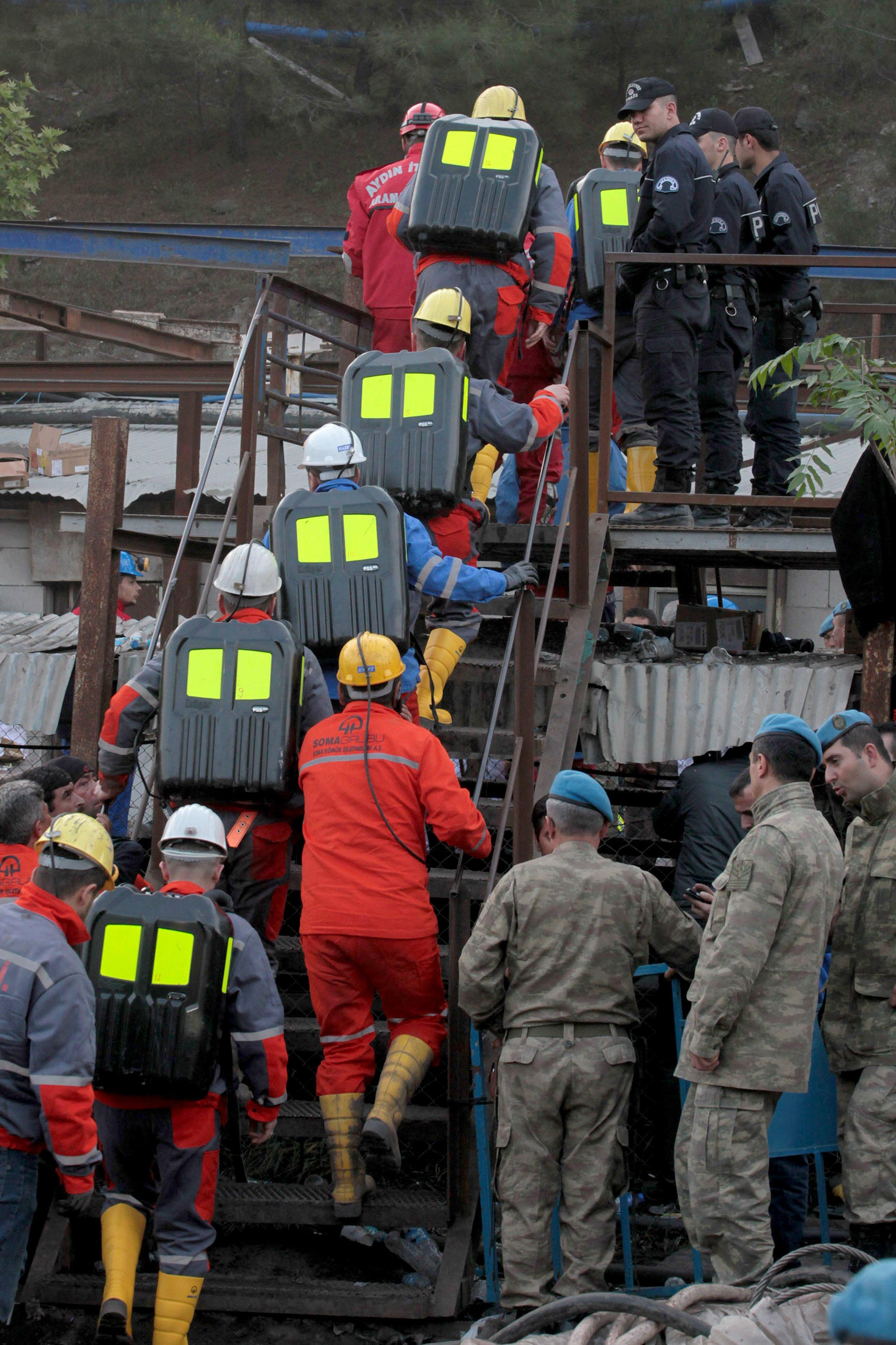 Image: Rescue workers at mine site in Soma, Turkey
