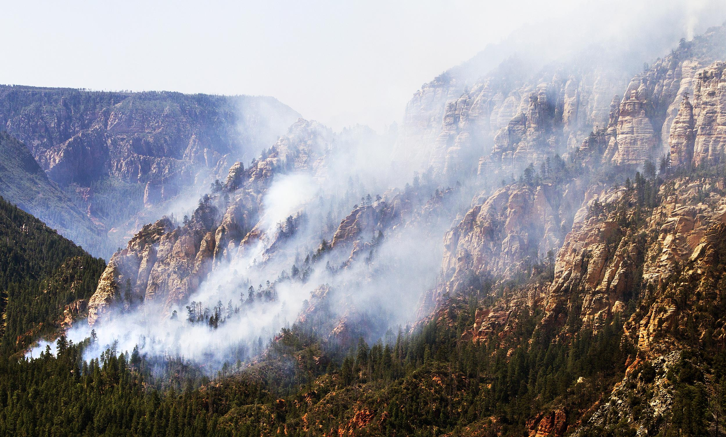 arizona wildfire grows tenfold as thousands prepare to