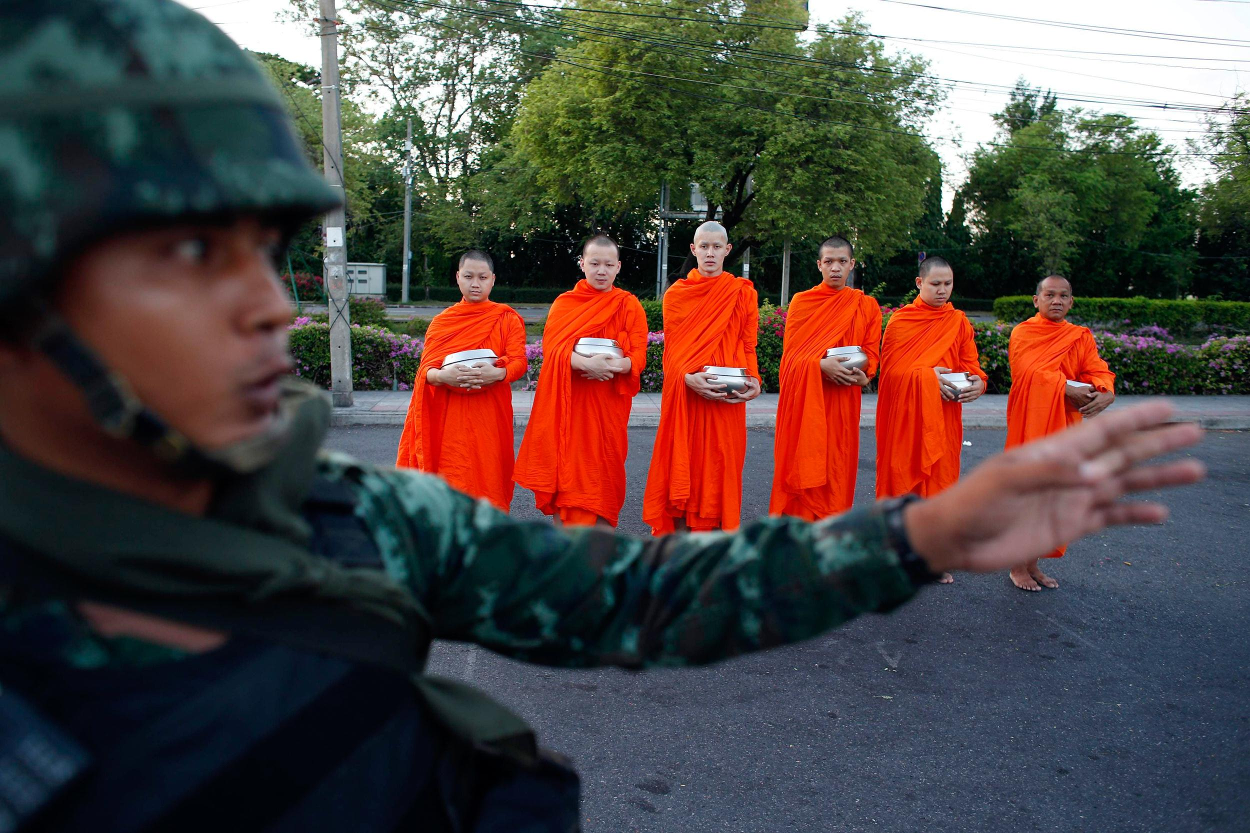 Image: Thai soldier stands guard outside a temple near Government House in Bangkok
