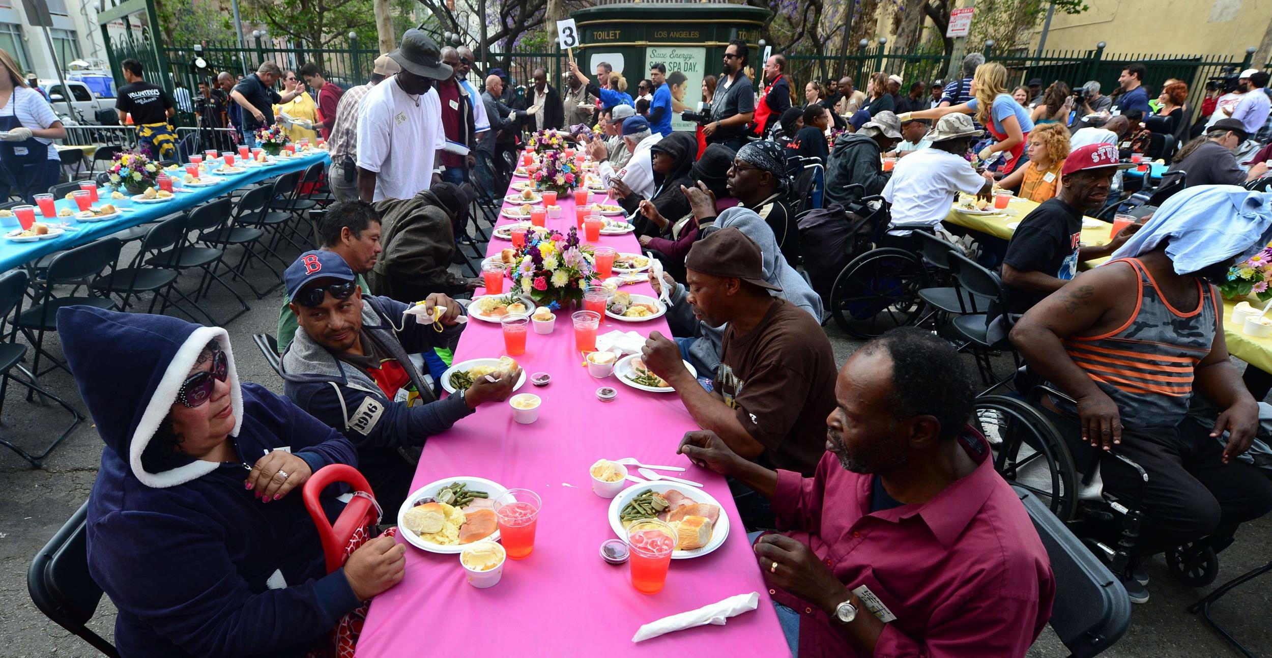 Image:meal hosted by the LA Mission