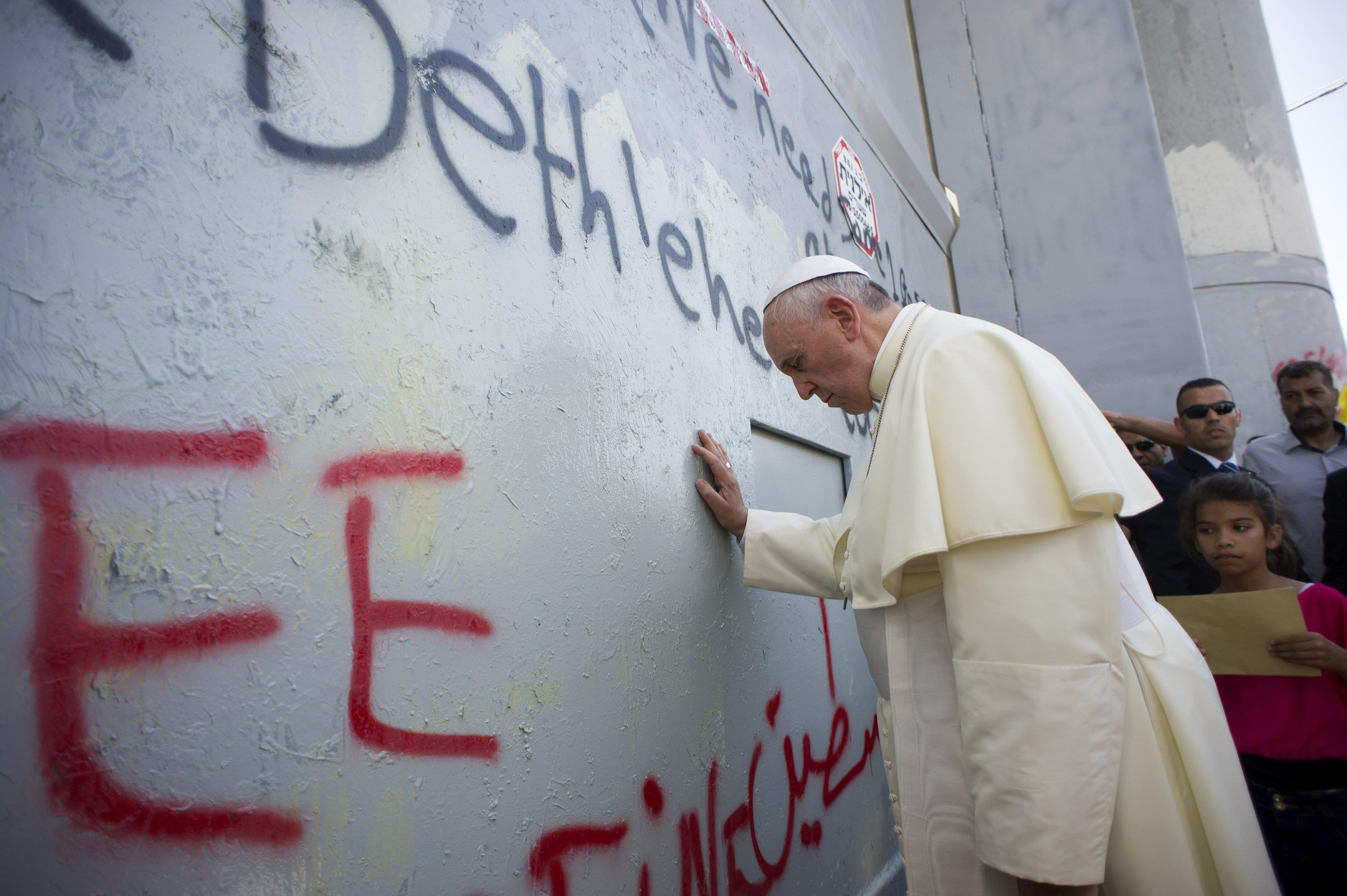 Image: Pope Francis prays at Israel's separation barrier on May 25, 2014