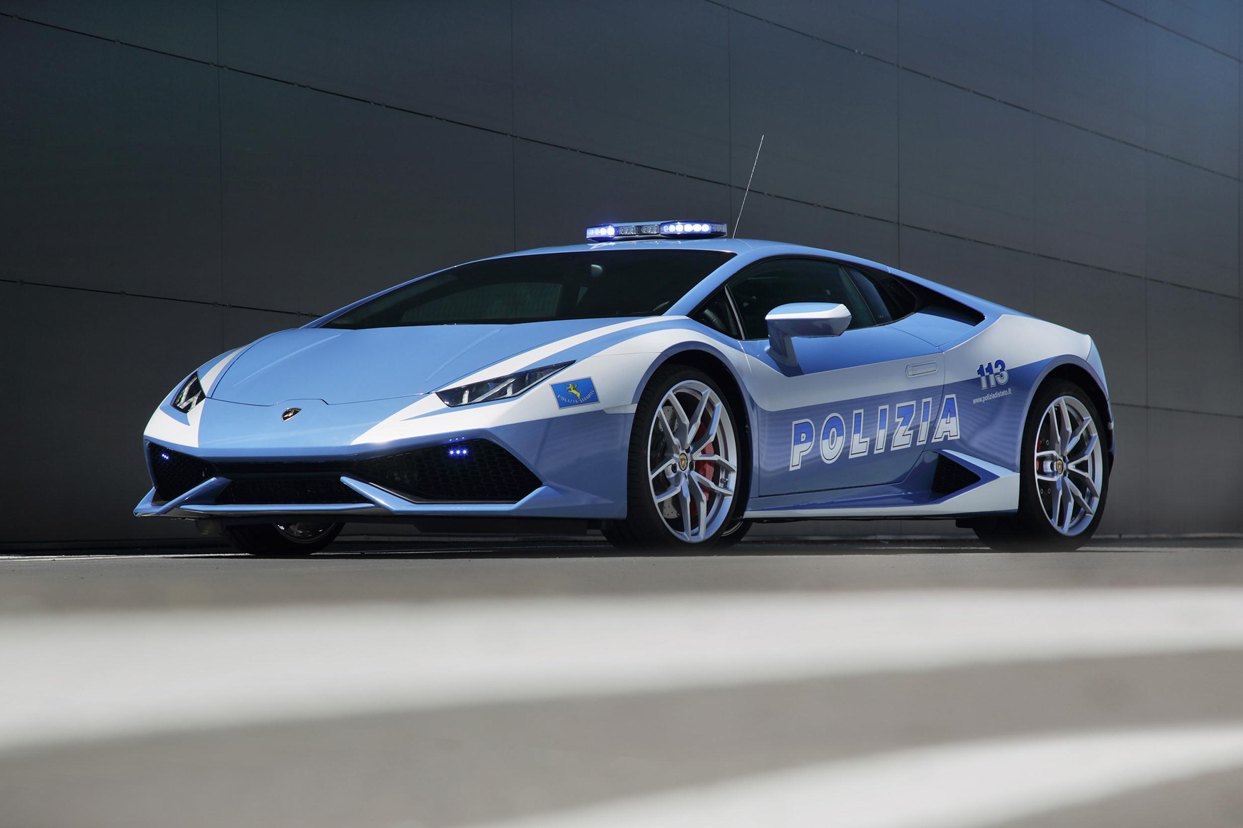 Italian Police Roll In A Brand New Lamborghini