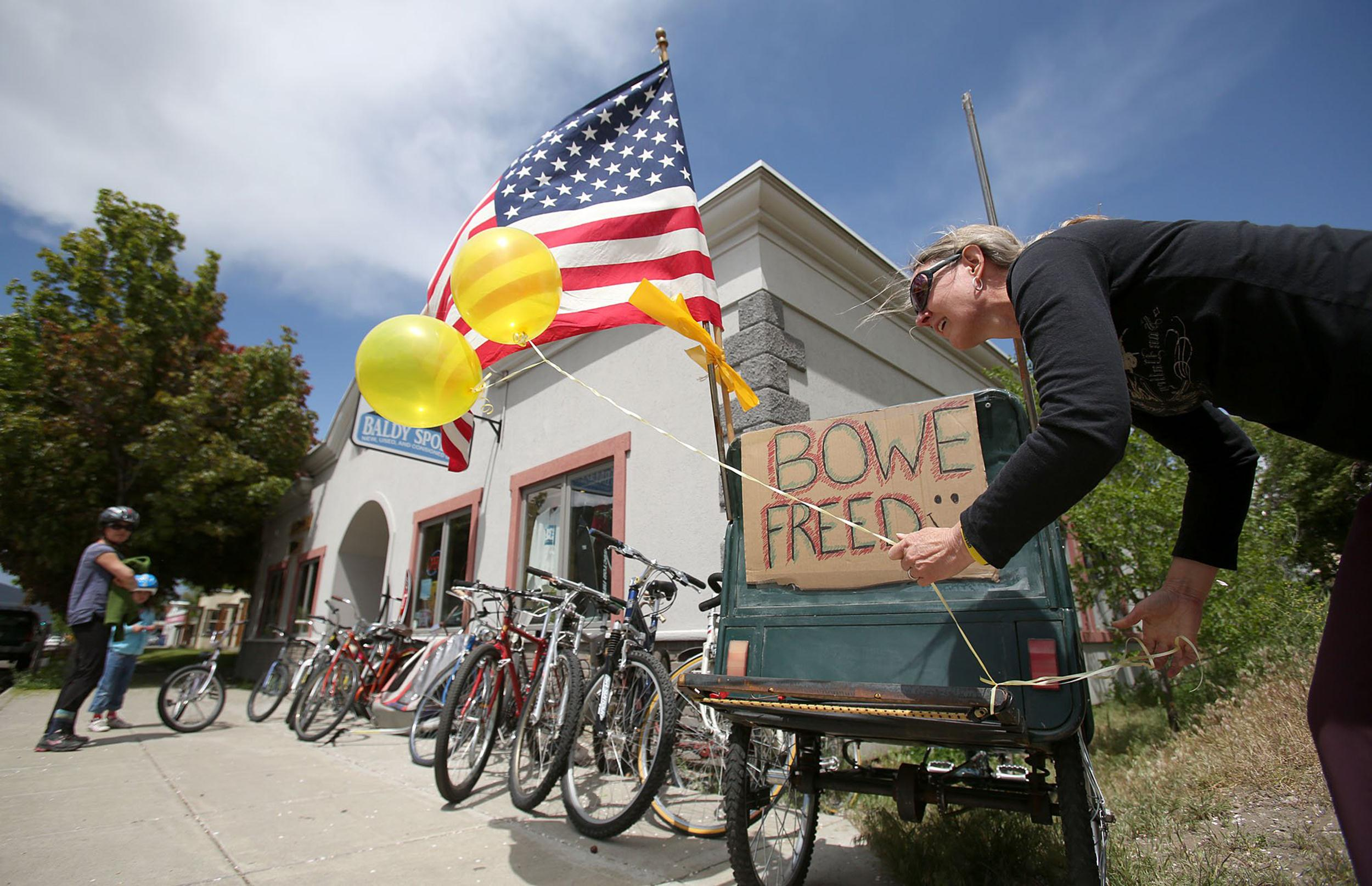 Image: Sondra Van Ert, co-owner of Baldy Sports, ties balloons to a bike trailer in front of her store to celebrate the news of U.S. Army Sgt. Bowe Bergdahl's release