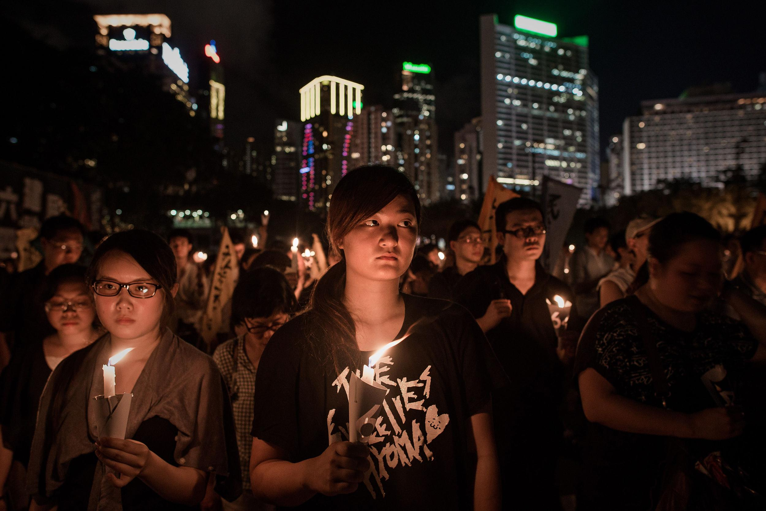 Image: People hold candles to commemorate China's 1989 Tiananmen Square events during a candlelight vigil in Hong Kong