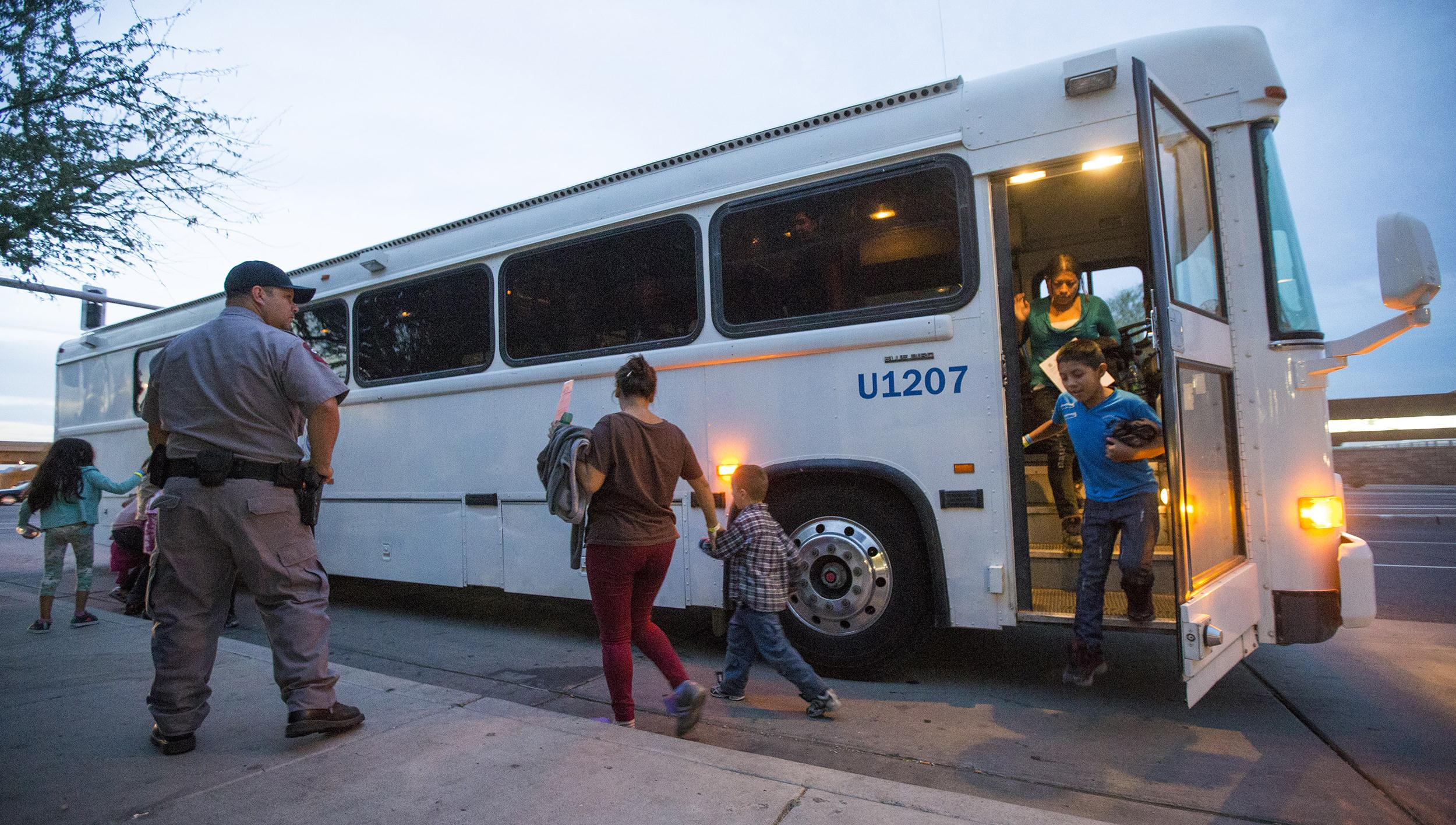 Image: Migrants are released from ICE custody at a Greyhound Bus station in Phoenix, May 28