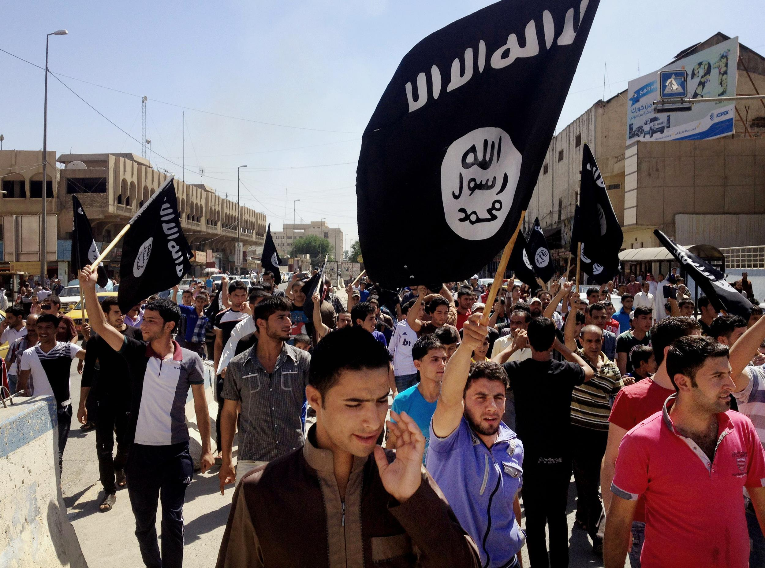 Image: Demonstrators chant pro-al-Qaida-inspired Islamic State of Iraq and the Levant