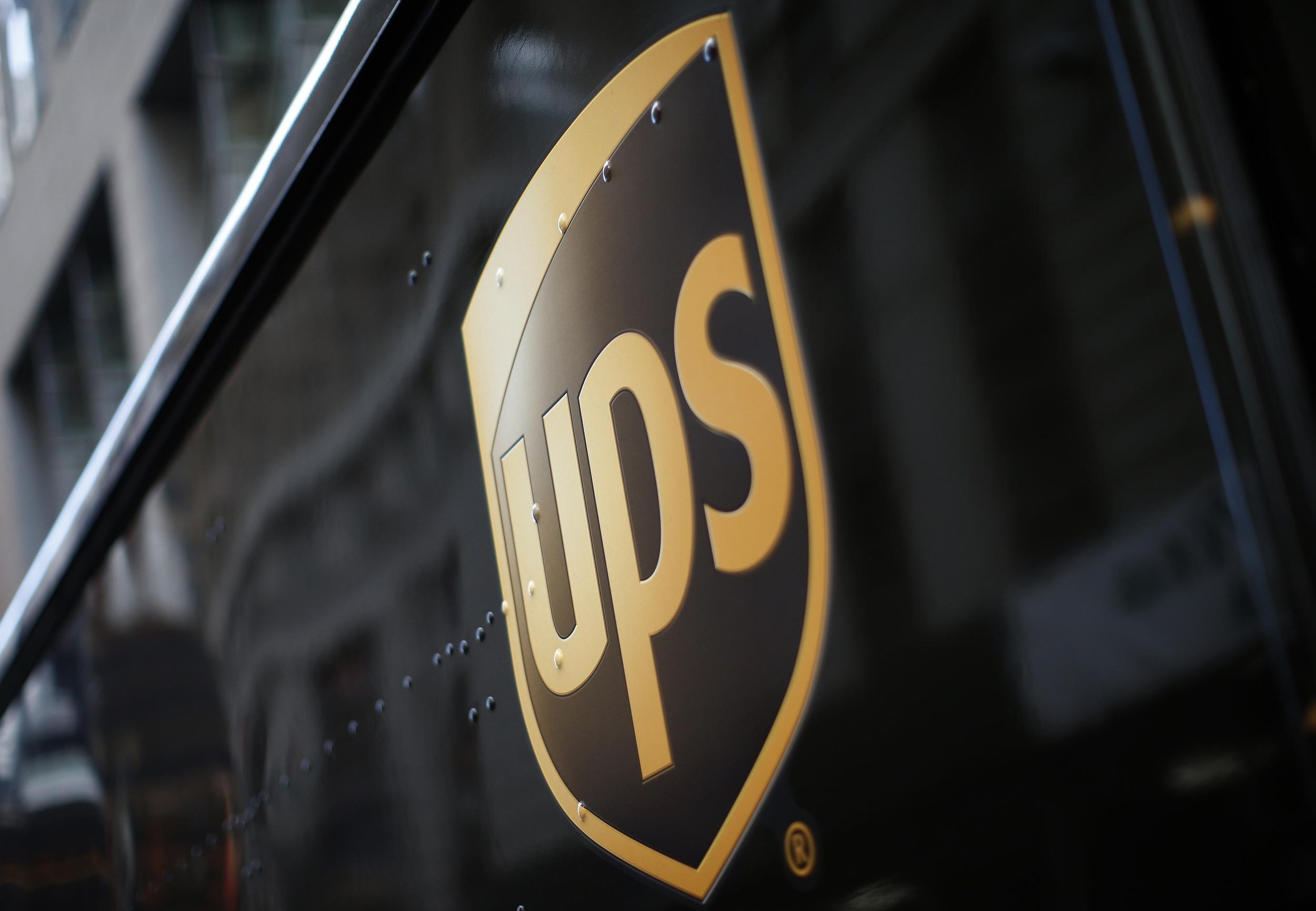 The world's largest packaging company, UPS, is looking to offset rising fuel costs by charging by size for ground packages.