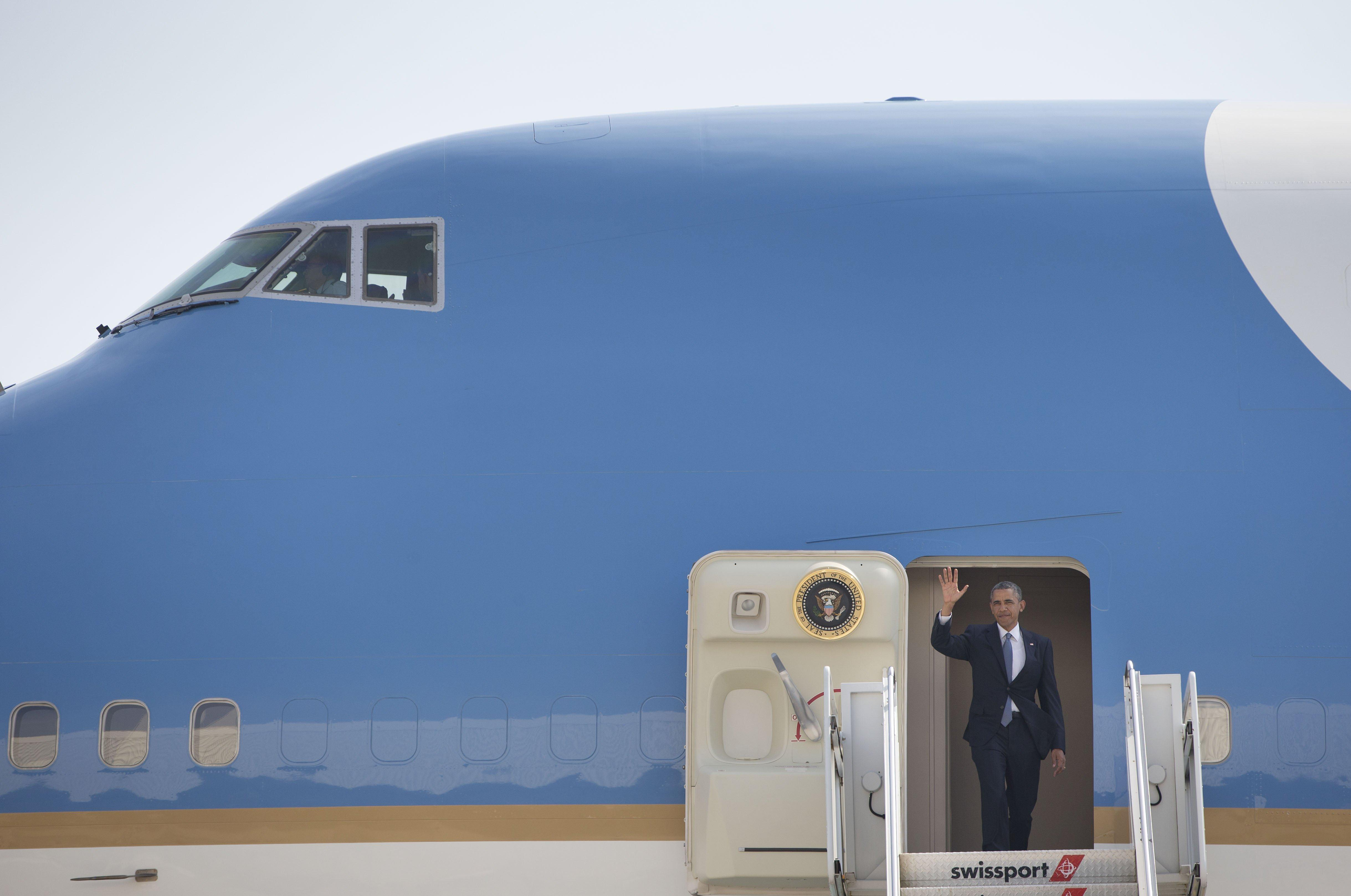 Image: President Barack Obama waves from Air Force One
