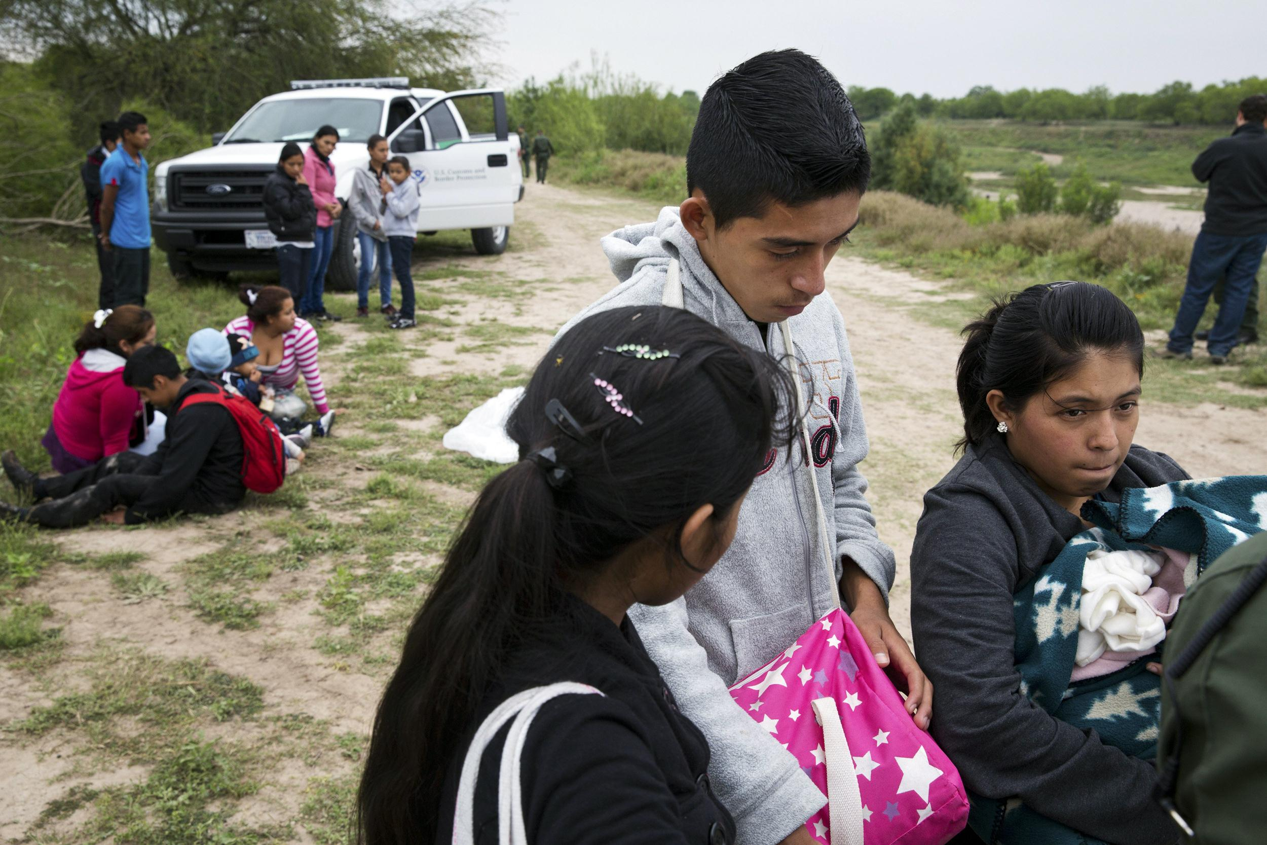 Image: U.S. Border Patrol agents detain a group of young migrants from Honduras